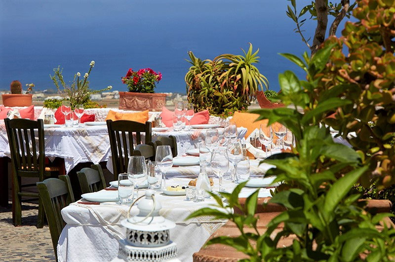 Metaxi mas  is a must-visit restaurant during your stay in Santorini, as it provides magnificent views and delicious Greek recipes. Photo source: Metaxi mas