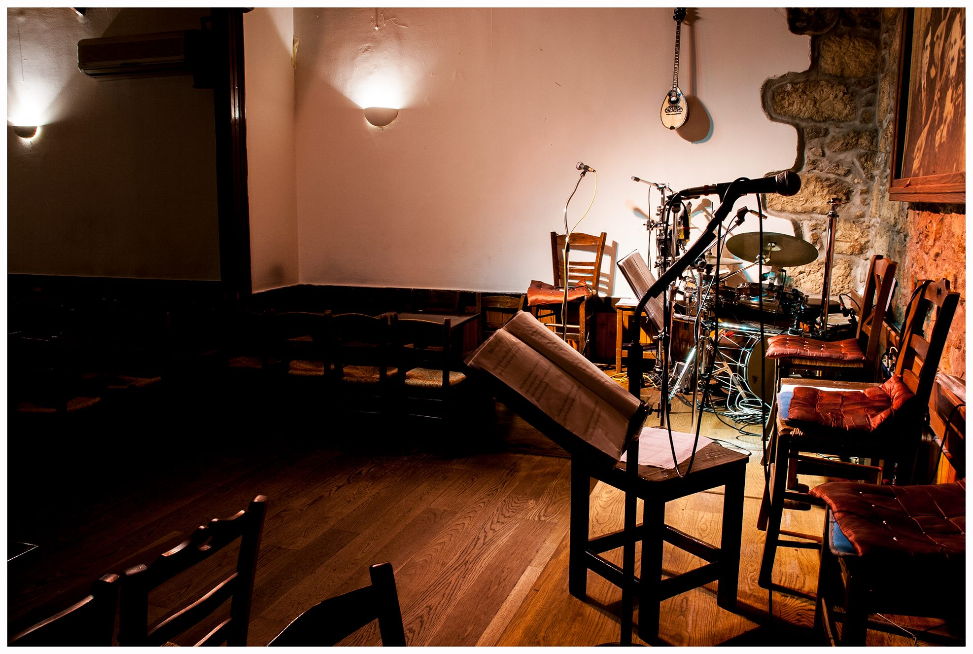 Kavouras in Exarcheia is the place to go if you want to enjoy the original rebetiko music. Photo source: Kavouras