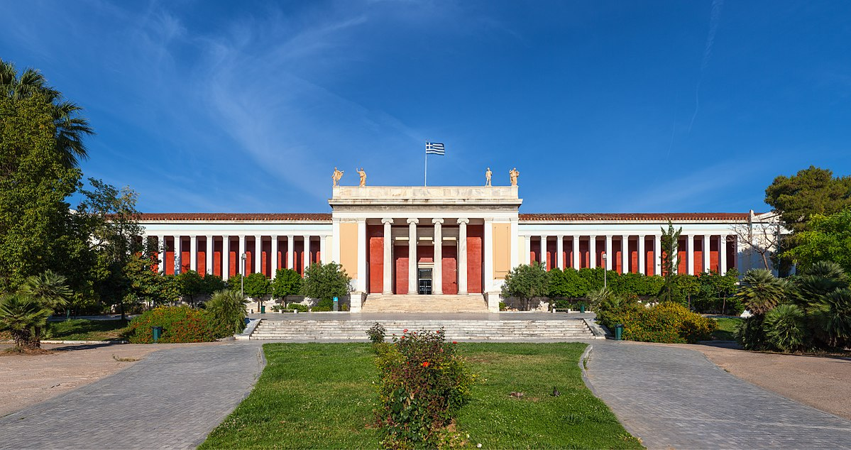 The enormous 19th neoclassical building of the Archaeological Museum hosts more than 10.000 exhibits. Photo source: Wikipedia