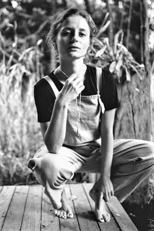 Elisa Moga  -  Photographie par    Jessie Simpson