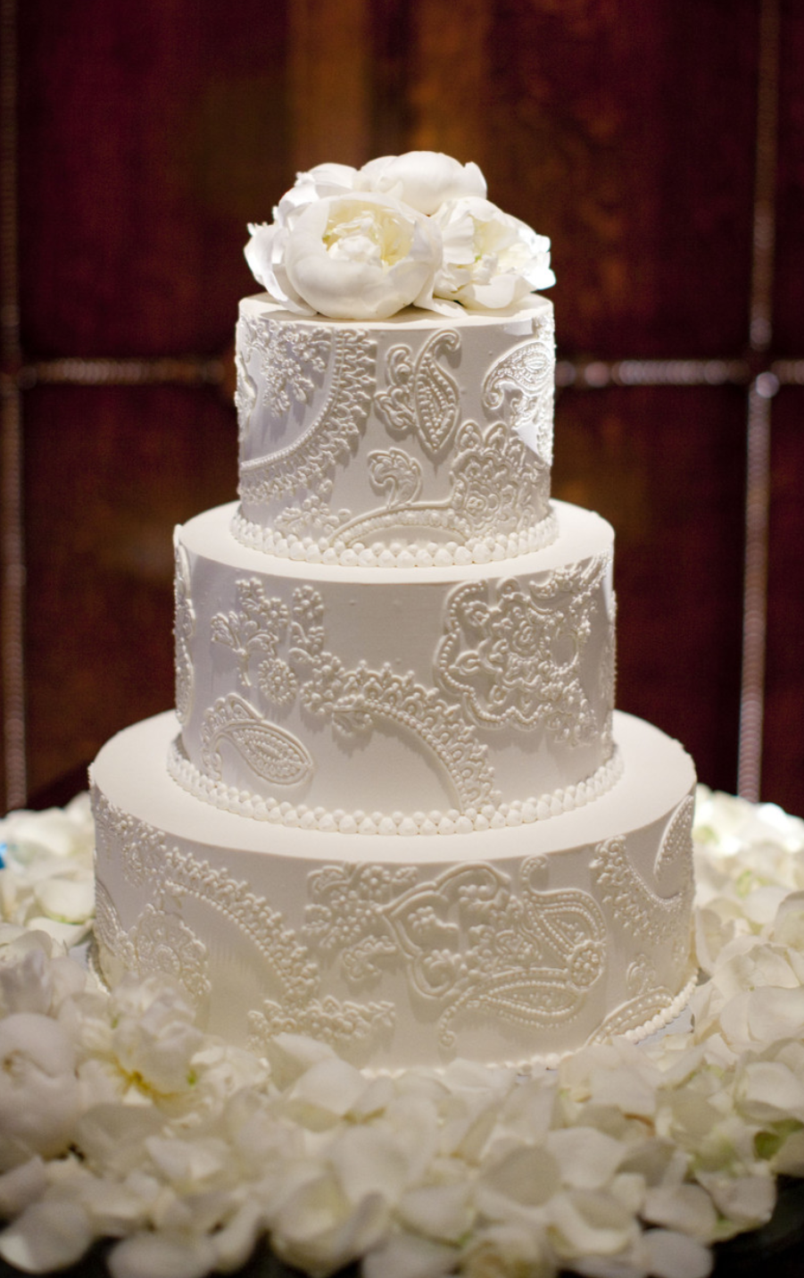 6. What's a South Asian wedding cake blog post without a henna inspired cake? The key is one color. It takes away any tackiness and keeps it simple & classic. You can't go wrong with this style.