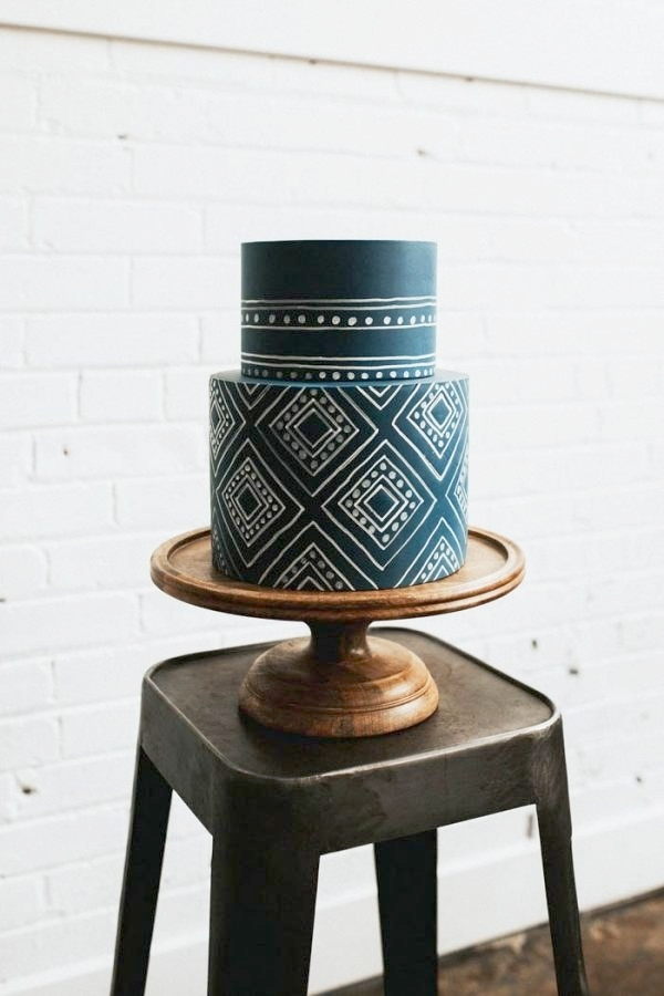 3. If you're looking for something more graphic and playful, try choosing a cake with a bold pattern. The imperfect lines makes it feel more hand done.