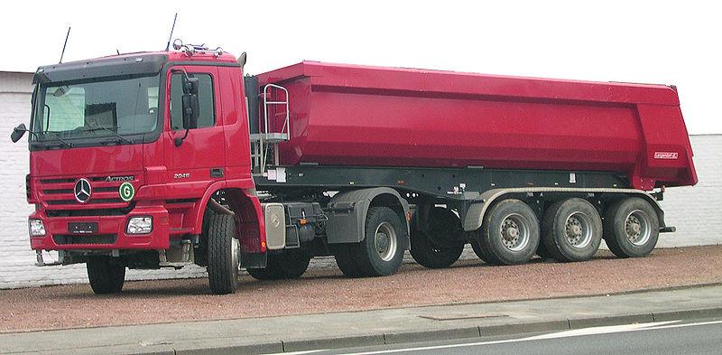Mit Sattelschleppern und Mulden-Fahrzeugen soll der Klärschlamm zur MVA oder vom Salierweg weg (z.B. nach Düren) transportiert werden (Quelle:  Norbert Schnitzler, Wikimedia ) ; weitere Abbildungen finden Sie in der  MVA-Machbarkeitsstudie auf S. 14