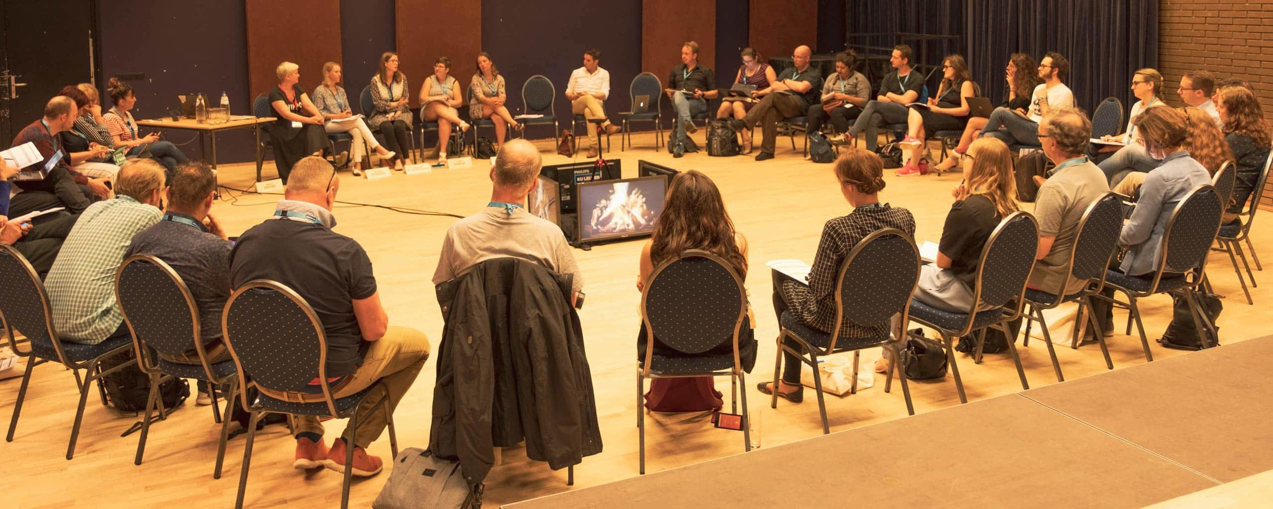 avitor-crowdbeamer-foster-peer-to-peer-learning-during-campfire-sessions-3.jpg