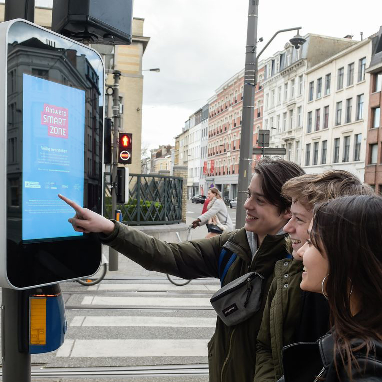 digital-signage-case-study-antwerp-outdoor-smart-city-advertising-03.jpg