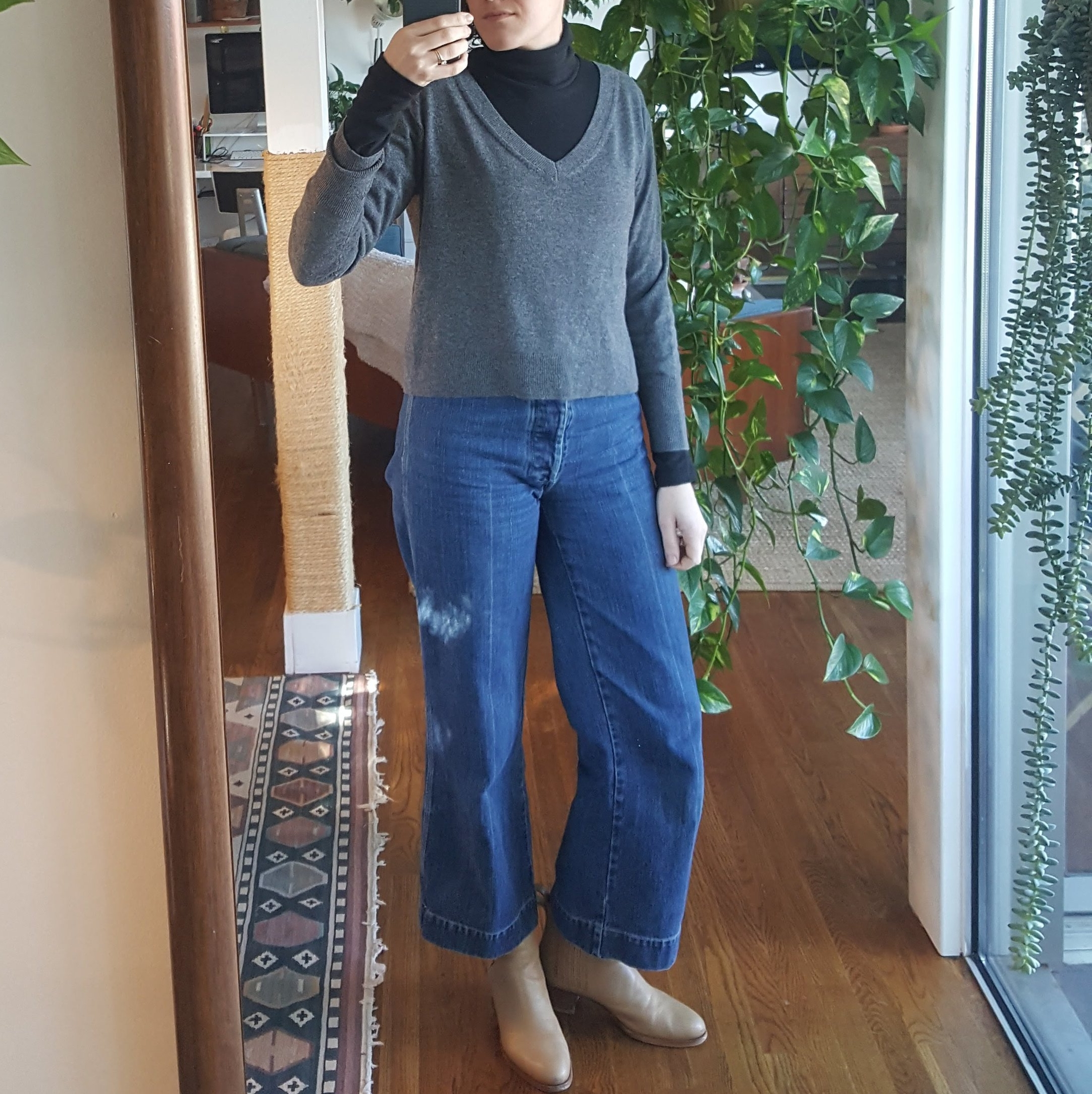 Thursday - January 4, 2018CC stewarts with an Everlane sweater over the Kotn turtleneck. It's a lotta look, but I don't hate it? This is my last day of vacation and I spend it doing more errands I can only do on a day off, meeting a contractor who will give us a quote on remodeling some areas of the condo, then baking this butternut squash lasagne before heading to a studio member's meeting. I've been good so far this year and stuck to my two-day a week workout plan. :-) It's what I did before for a year and a half so I know I can do it.