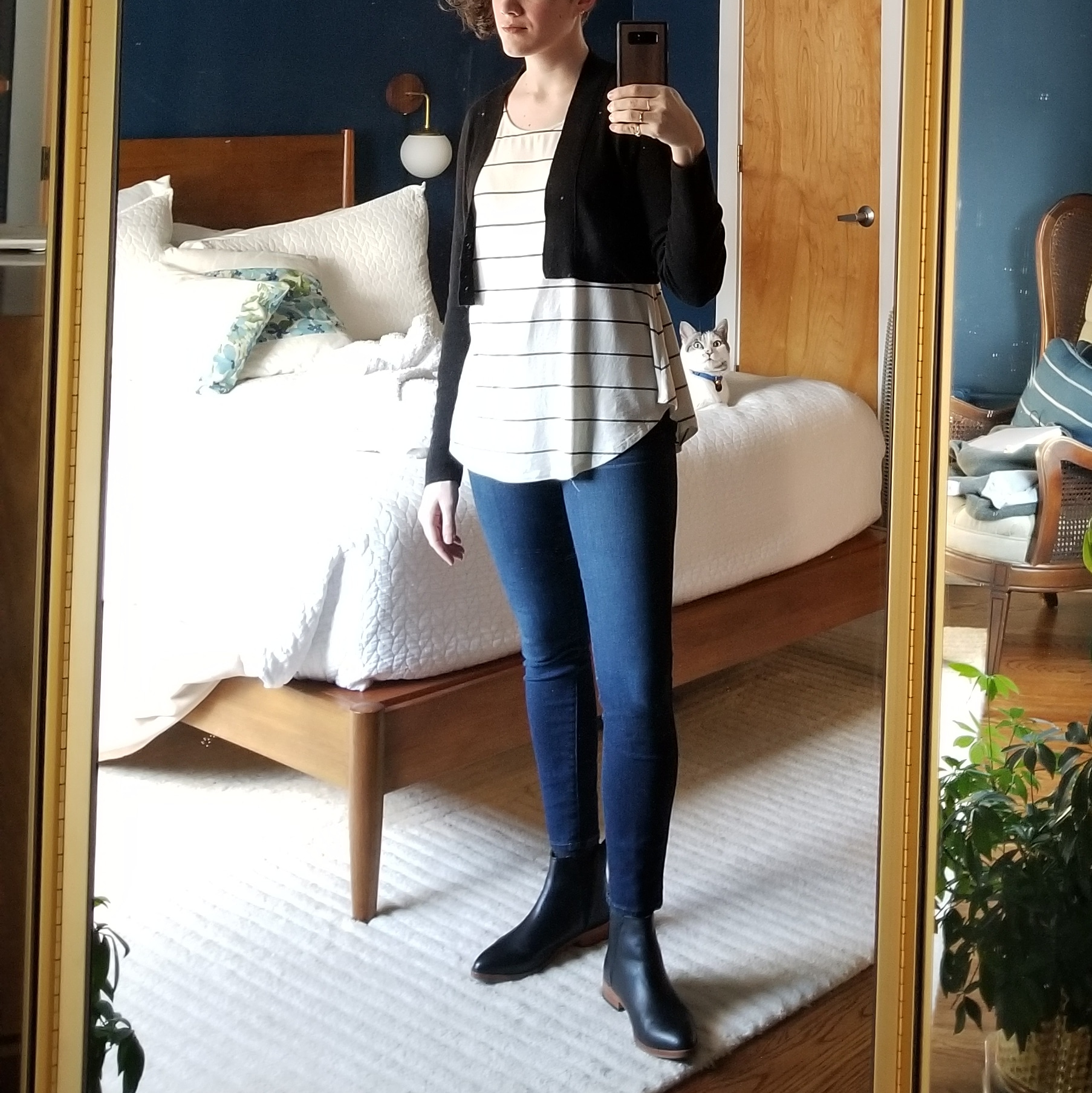 Monday - February 5, 2018Easing into the week with a boxy stripe top and skinny jeans. It doesn't get much more basic than this. The last thing I want to do on a Monday is fuss over what I'm wearing. OK with this becoming a go-to. No need to re-invent the wheel.
