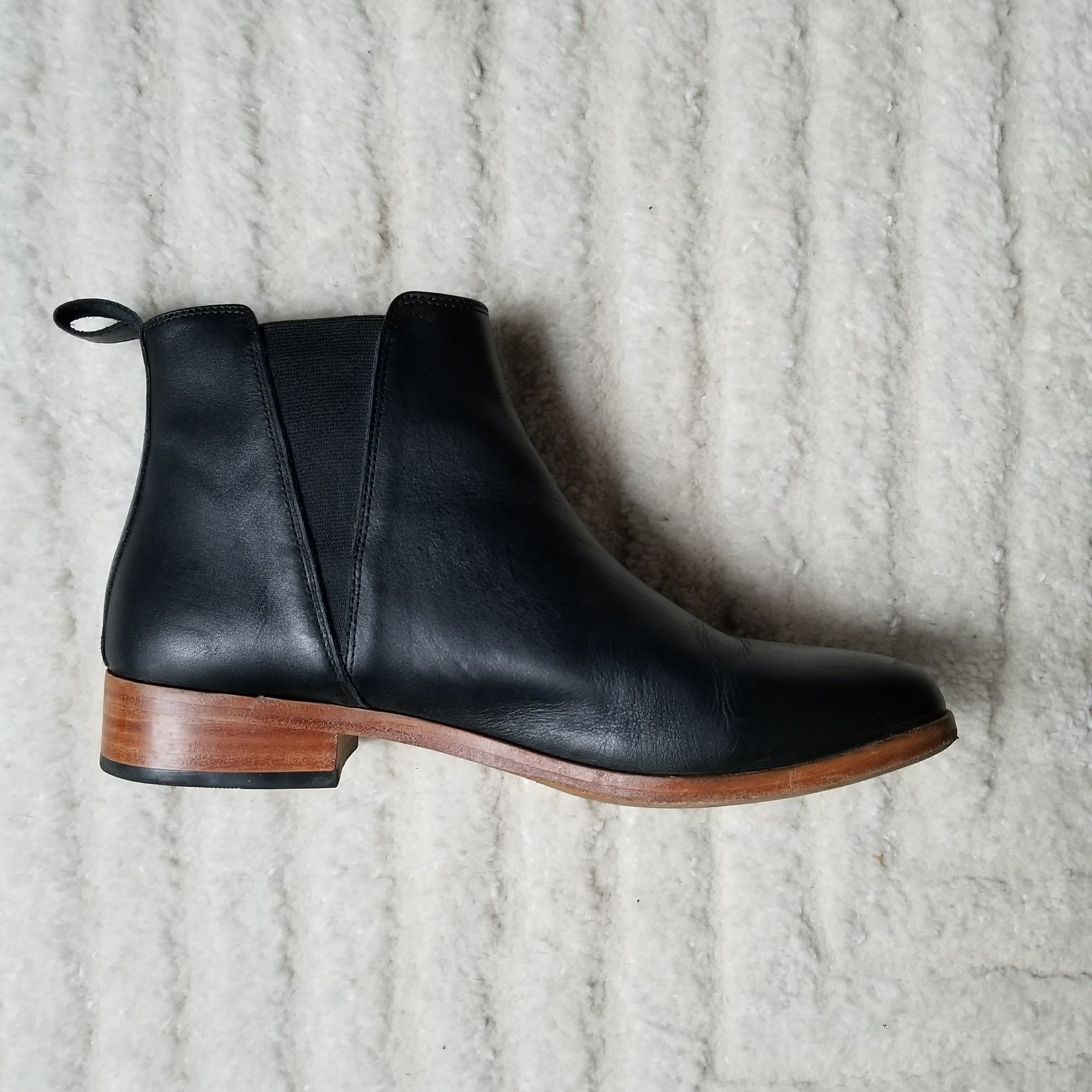Nisolo chelsea boot  in black/brown