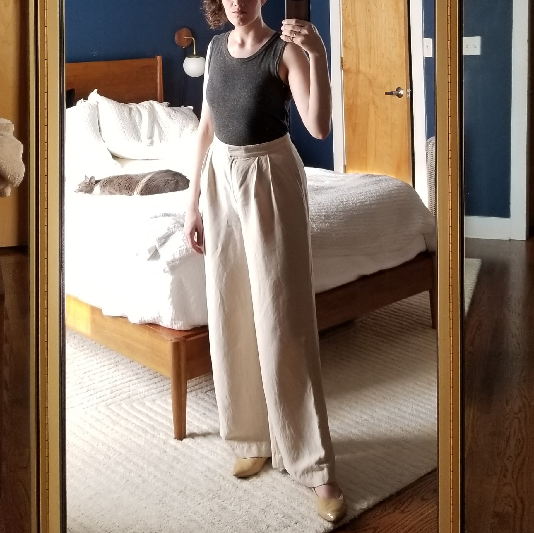 Thursday - May 10, 2018No working from home today, unfortunately. Was in a meeting with some board members though so I thought I'd do my version of dressing up. These linen blend trousers always do the job.