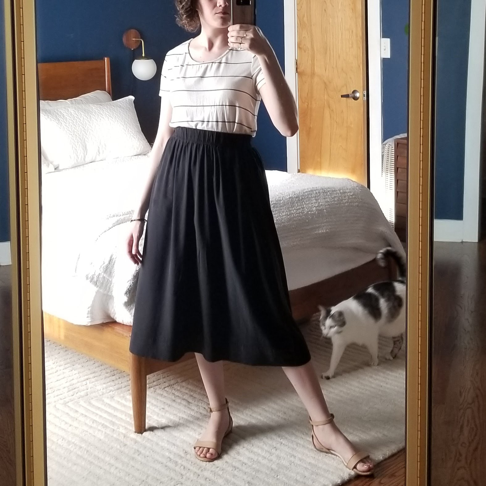 Friday - May 11, 2018Black silk skirt no. 1. This is the ES bel skirt. No pockets, but nice midi length and a good weight material. Somewhat shapeless, but still moves in a fluid, dynamic way.