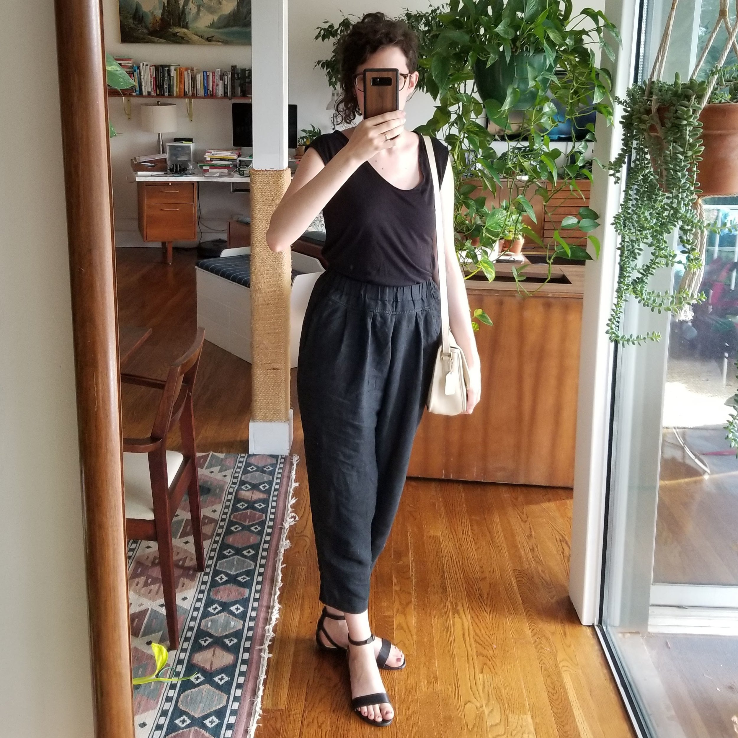 Sunday - May 27, 2018Kind of a faux-jumpsuit. I wanted the muscle-tee look and the utilitarianism of the blousy pocket linen pants. This pair by Black Crane is so much like the ES Andy pants BUT they have pockets. So.Shirt / Ann Taylor (1H)Pants / Black Crane (1H)Shoes / Nisolo (2H)Purse / Vintage Coach (2H)