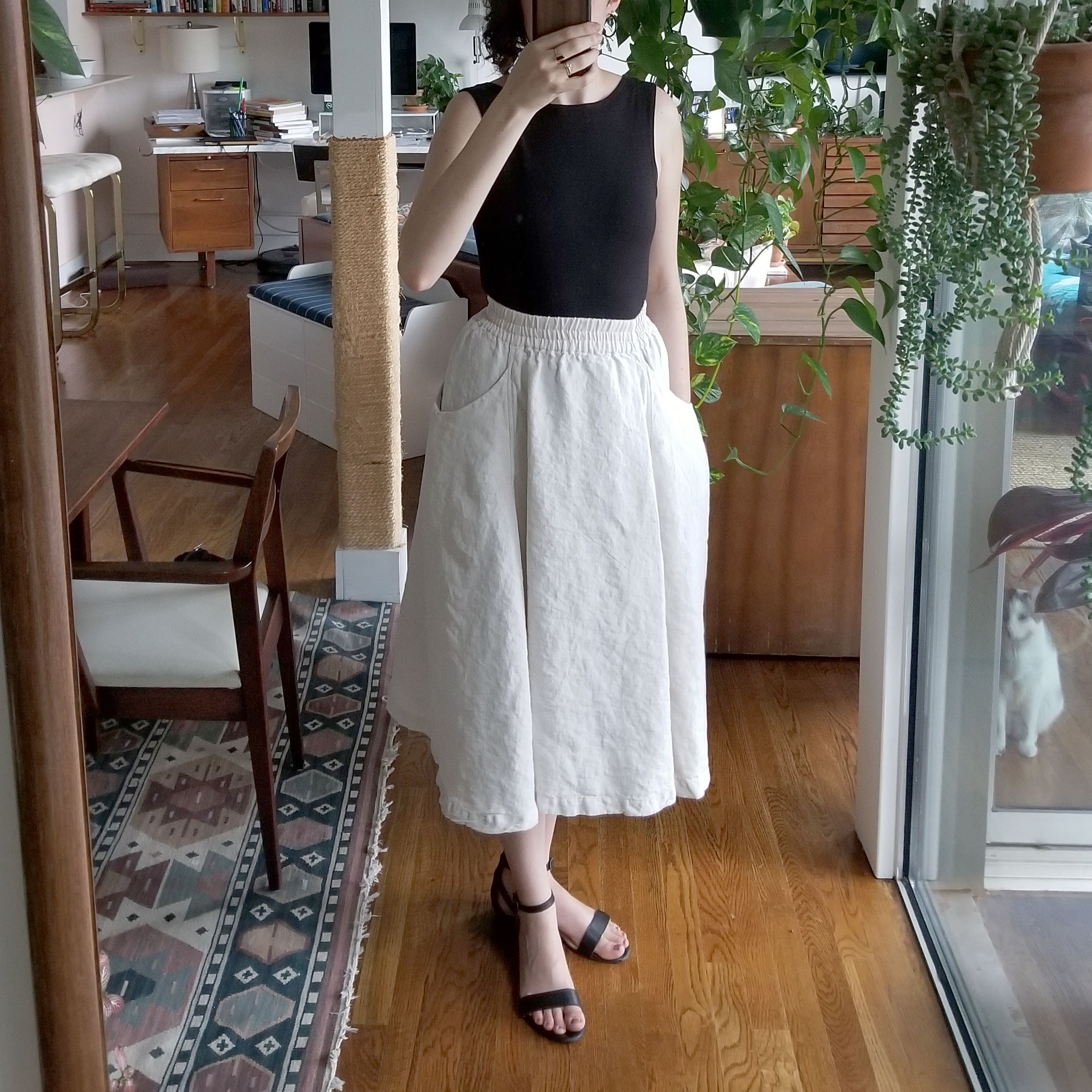 Tuesday - June 12, 2018First look at the Elizabeth Suzann clyde skirt I snapped up from Noishaf Bazaar last week. Loving the pockets and linen, unsure about the color and drape, but hopeful.