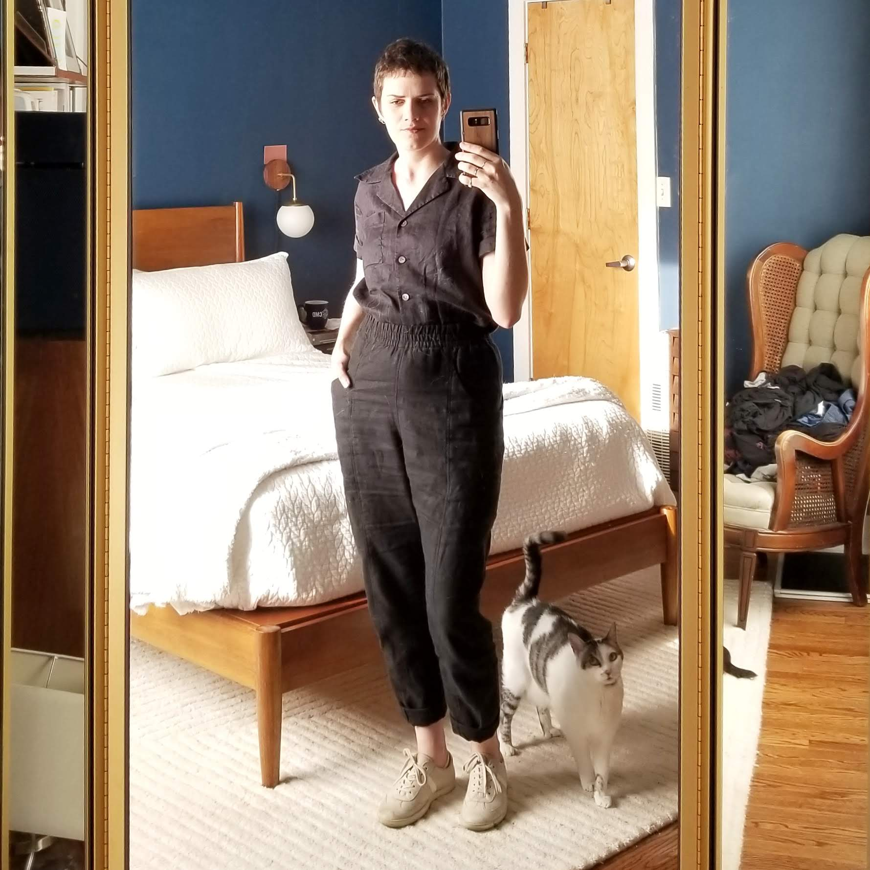 Monday - July 9, 2018So I picked up these Elizabeth Suzann black linen clydes from another wearer. I wanted to try them out in a 4T since I have them in flax in 6T and find they stretch a good bit with wear. This is day one of wearing them and I can't put my finger on it, but something feels off with the fit.