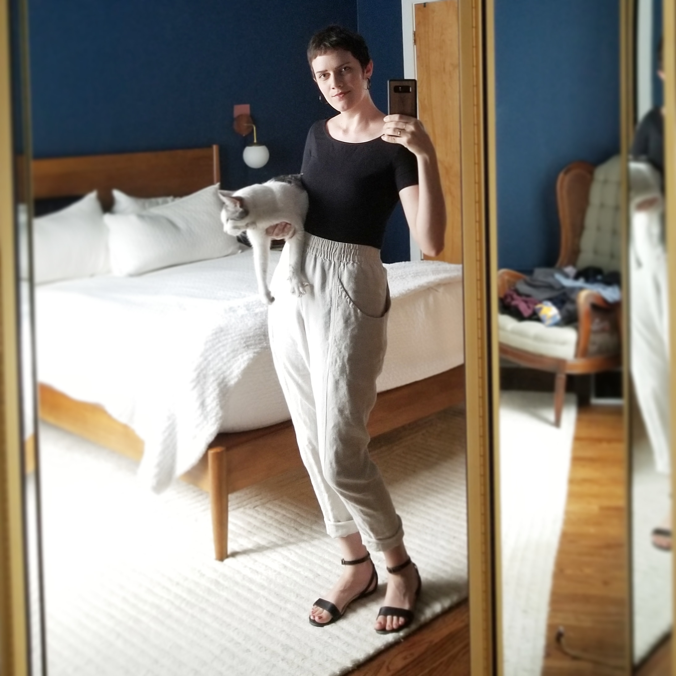 Monday - July 16, 2018This feels like a very. Go-to sort of outfit. Comfy linen pants+ tucked in tee = done. Wearing the Jenna ballet-back top from Amour Vert, Elizabeth Suzanne clyde pants, and Nisolo Serena sandals. And Stuart.