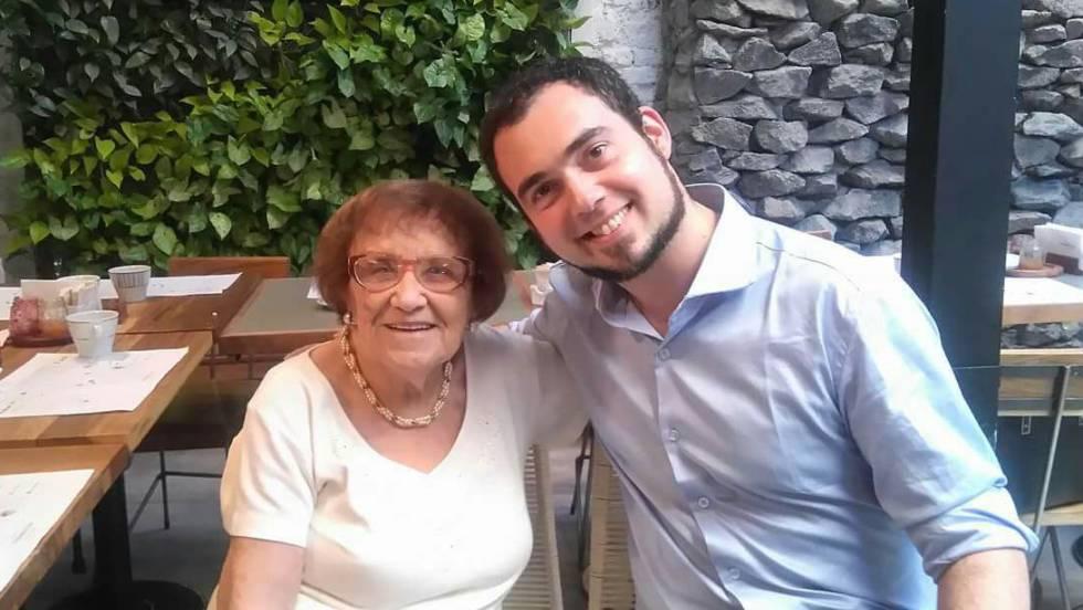 La superviviente Lea Zajac (izquierda) y su aprendiz Darío Berlinerblau (derecha), en Buenos Aires. En vídeo, homenaje realizado en el Senado.VÍDEO: ATLAS