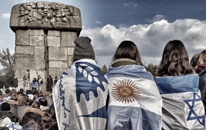 en el acto en el monumento en Treblinka