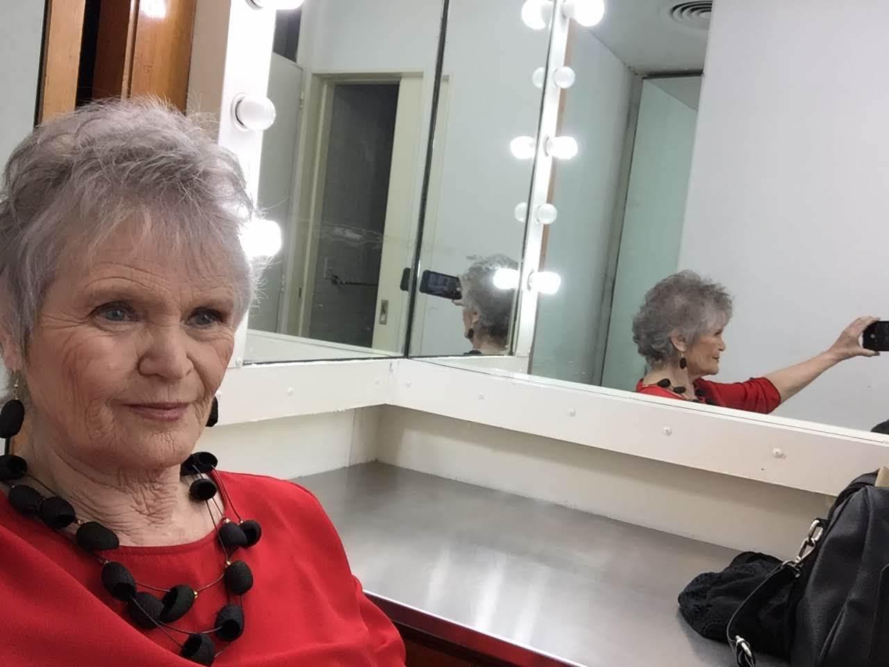 en el camarín de la Televisión Pública, esperando para grabar Cada Noche con Silvina Chediek