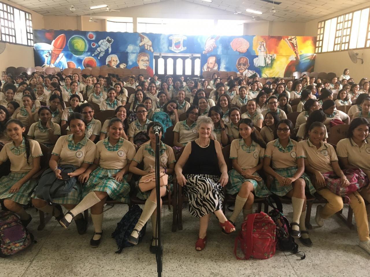 Politécnico de niñas, en localidad Soledad. Hablé sobre las  historias de los niños en la Shoá.
