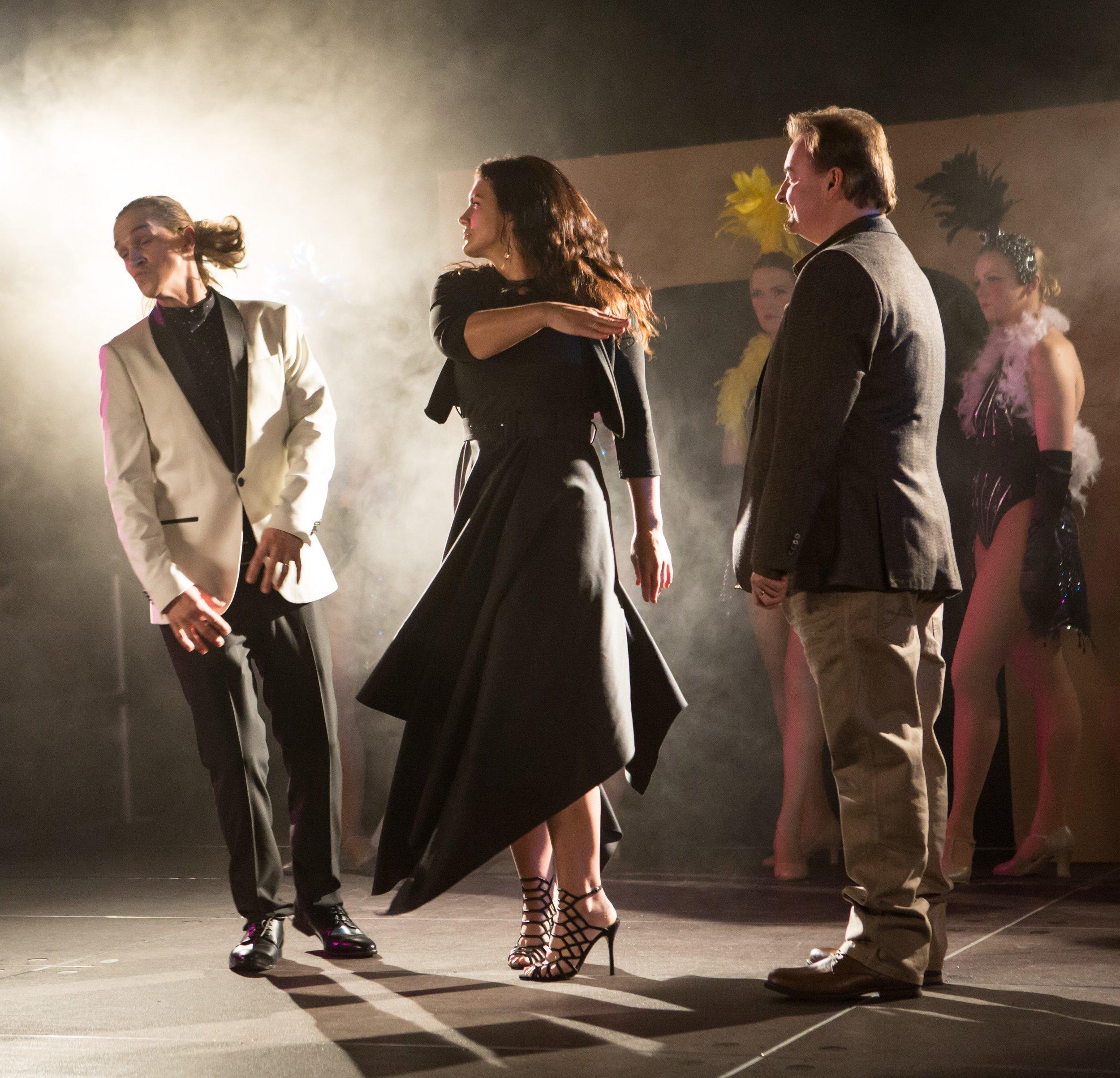 Jason Mewes (Jay), Gina Carano (Carrie), Brian O'Halloran (Brian).jpg