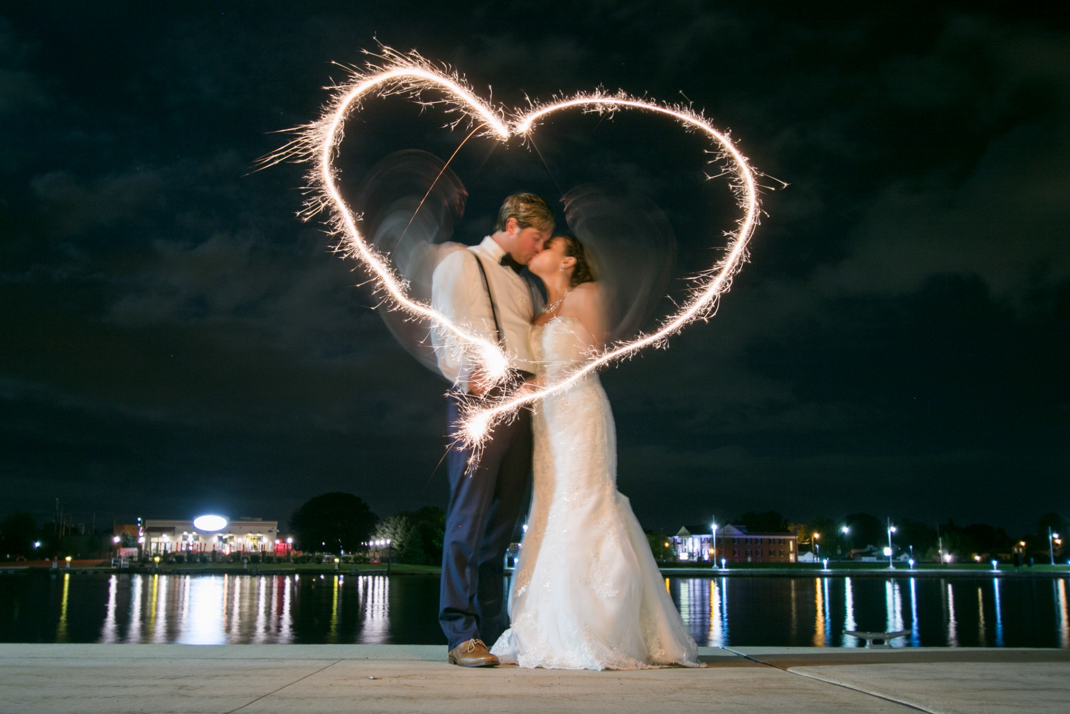 wedding-photo-long-exposure-heart-bride-groom-wedding-photographer-adam-shea-photography-green bay-appleton-neenah-oshkosh-fond-du-lac-wisconsin-photos.jpg