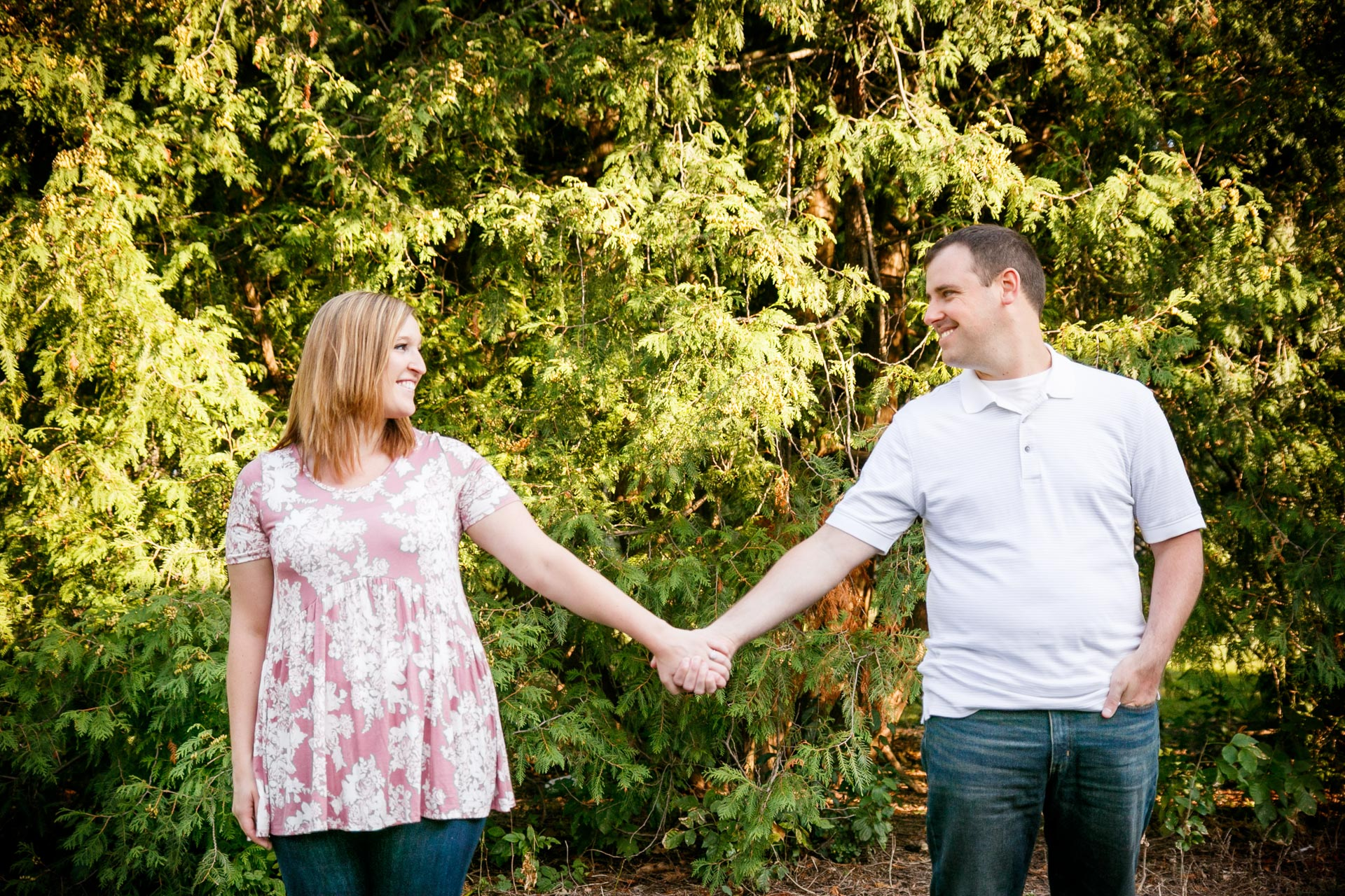 engagement-photos-riverside-park-neenah-adam-shea-photography-green-bay-appleton-neenah-photographer-8.jpg