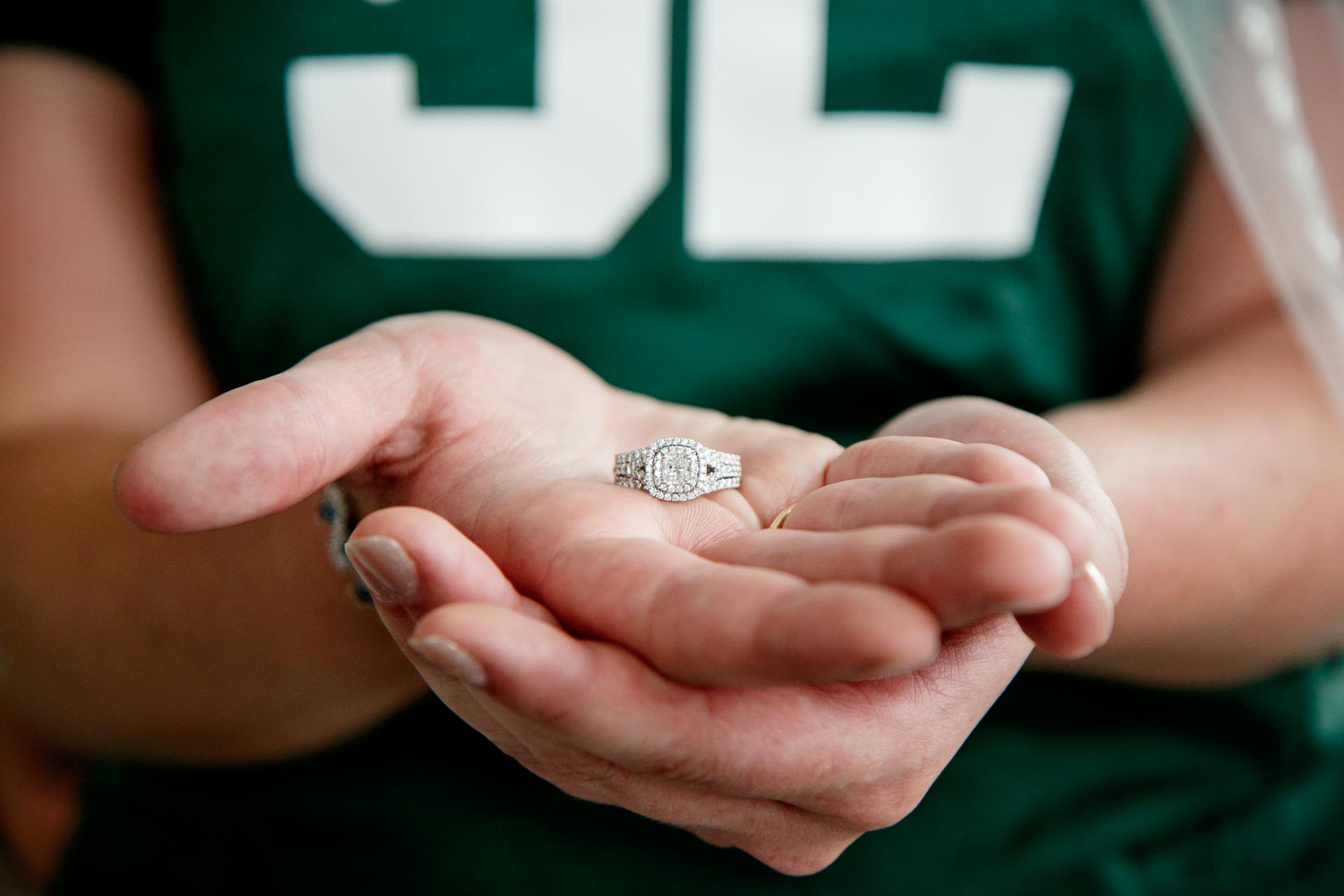 lambeau-field-wedding-bride-groom-adam-shea-photography-green-bay-appleton-neenah-photographer-4.jpg