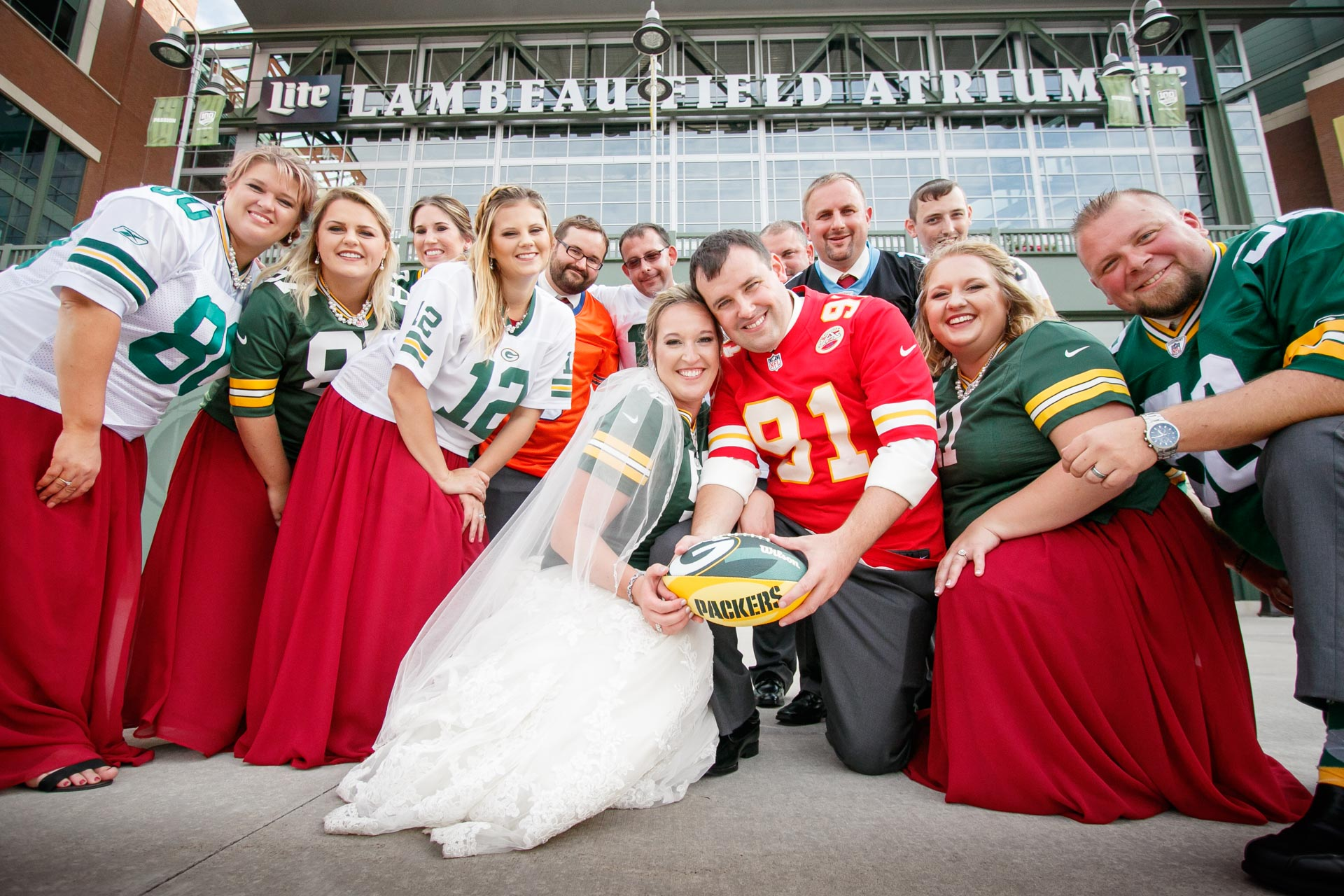 lambeau-field-wedding-bride-groom-adam-shea-photography-green-bay-appleton-neenah-photographer-7.jpg