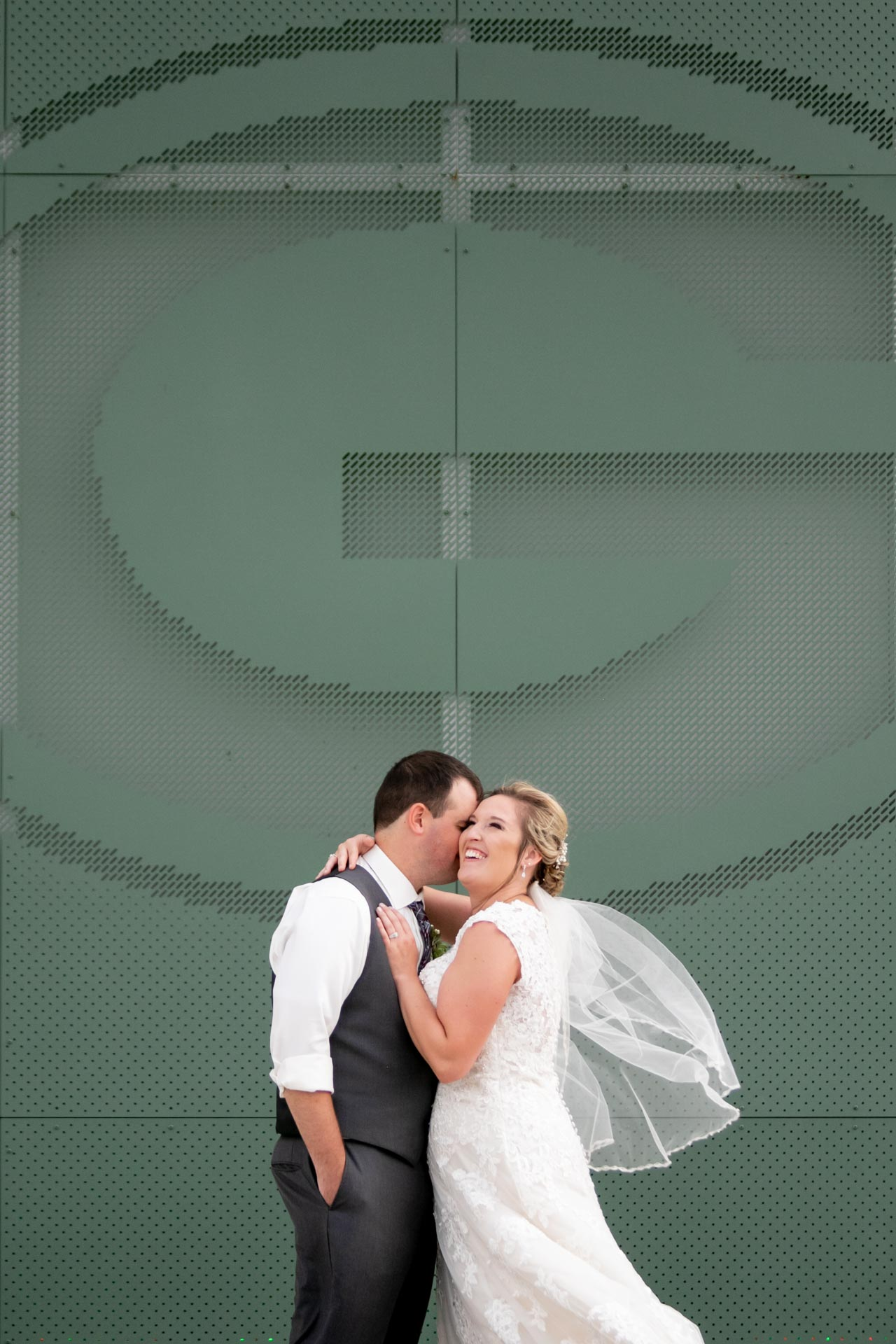 lambeau-field-wedding-bride-groom-adam-shea-photography-green-bay-appleton-neenah-photographer-9.jpg