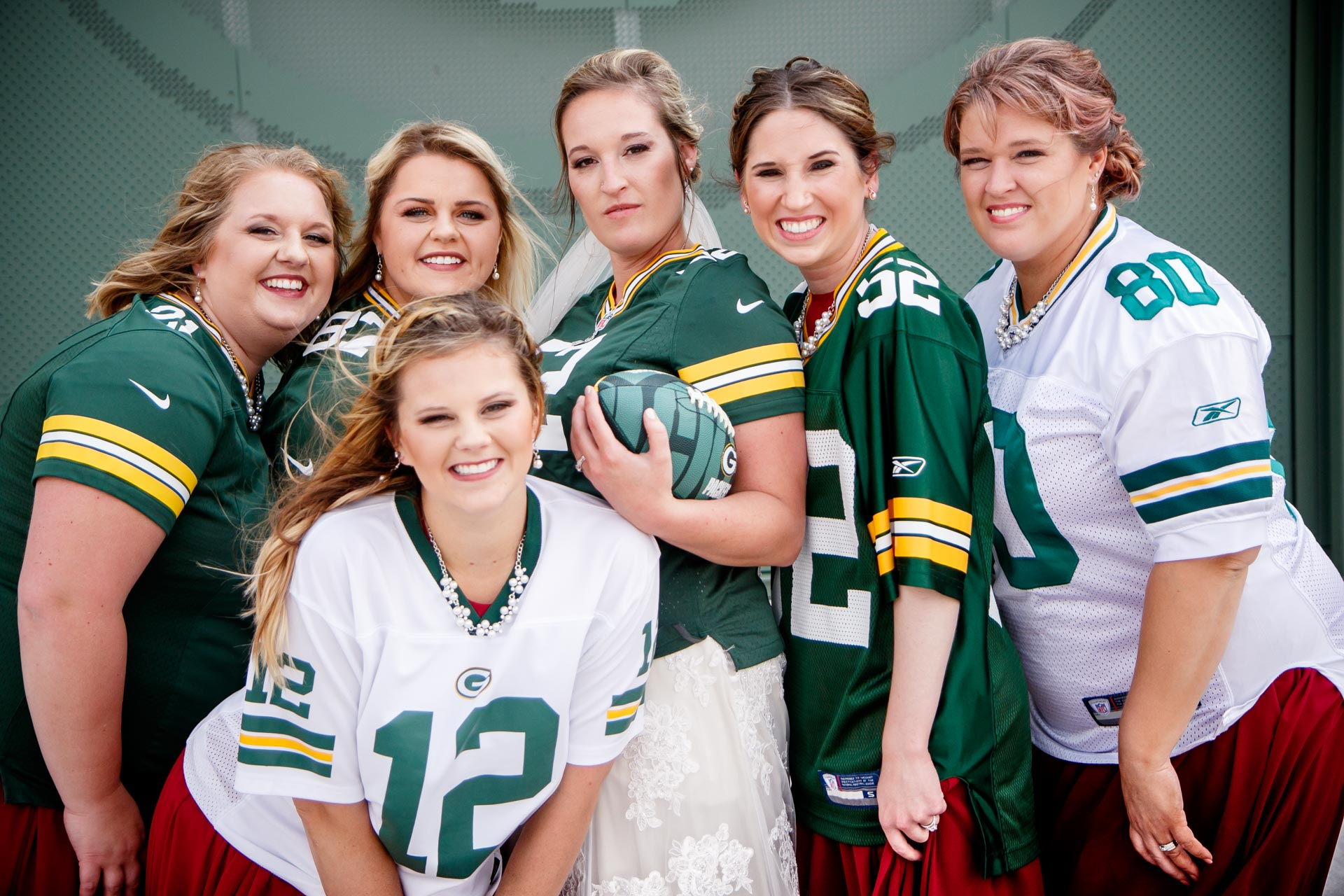 lambeau-field-wedding-bride-groom-adam-shea-photography-green-bay-appleton-neenah-photographer.jpg