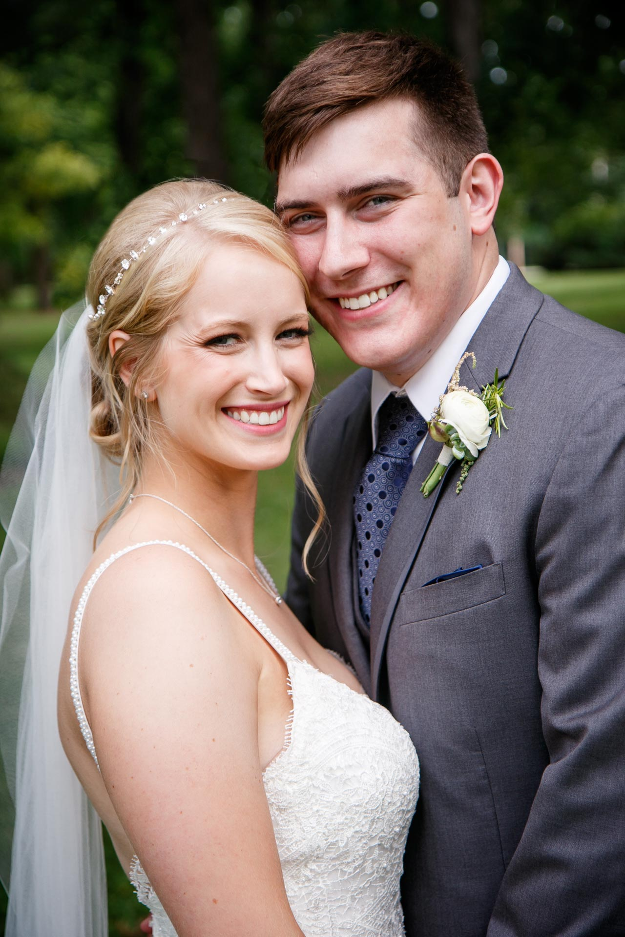 neenah-riverside-park-bride-groom-adam-shea-photography-green-bay-appleton-neenah-photographer-9.jpg