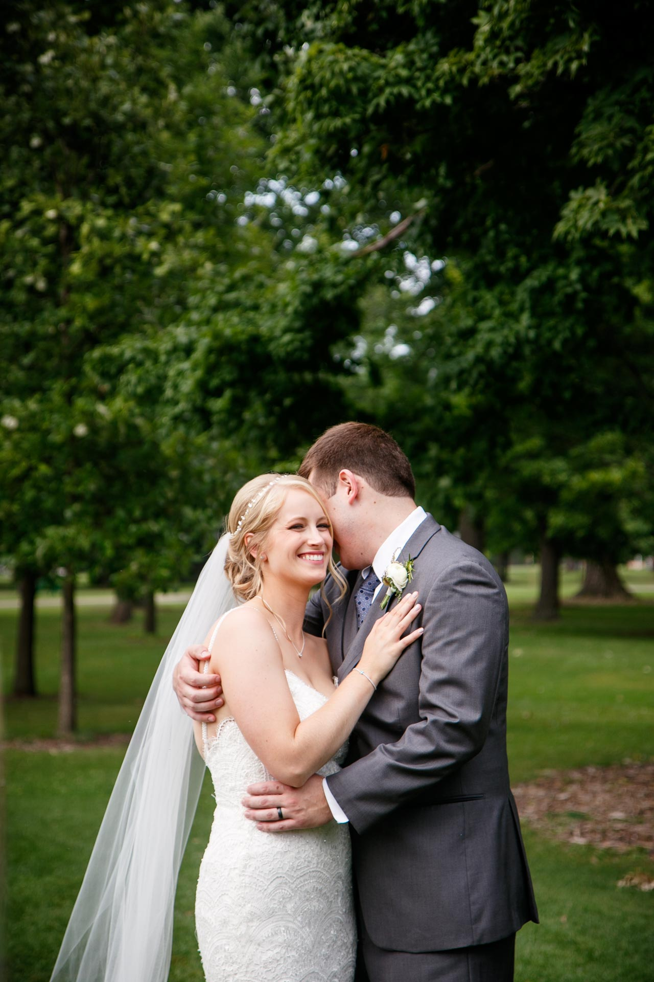 neenah-riverside-park-bride-groom-adam-shea-photography-green-bay-appleton-neenah-photographer-13.jpg