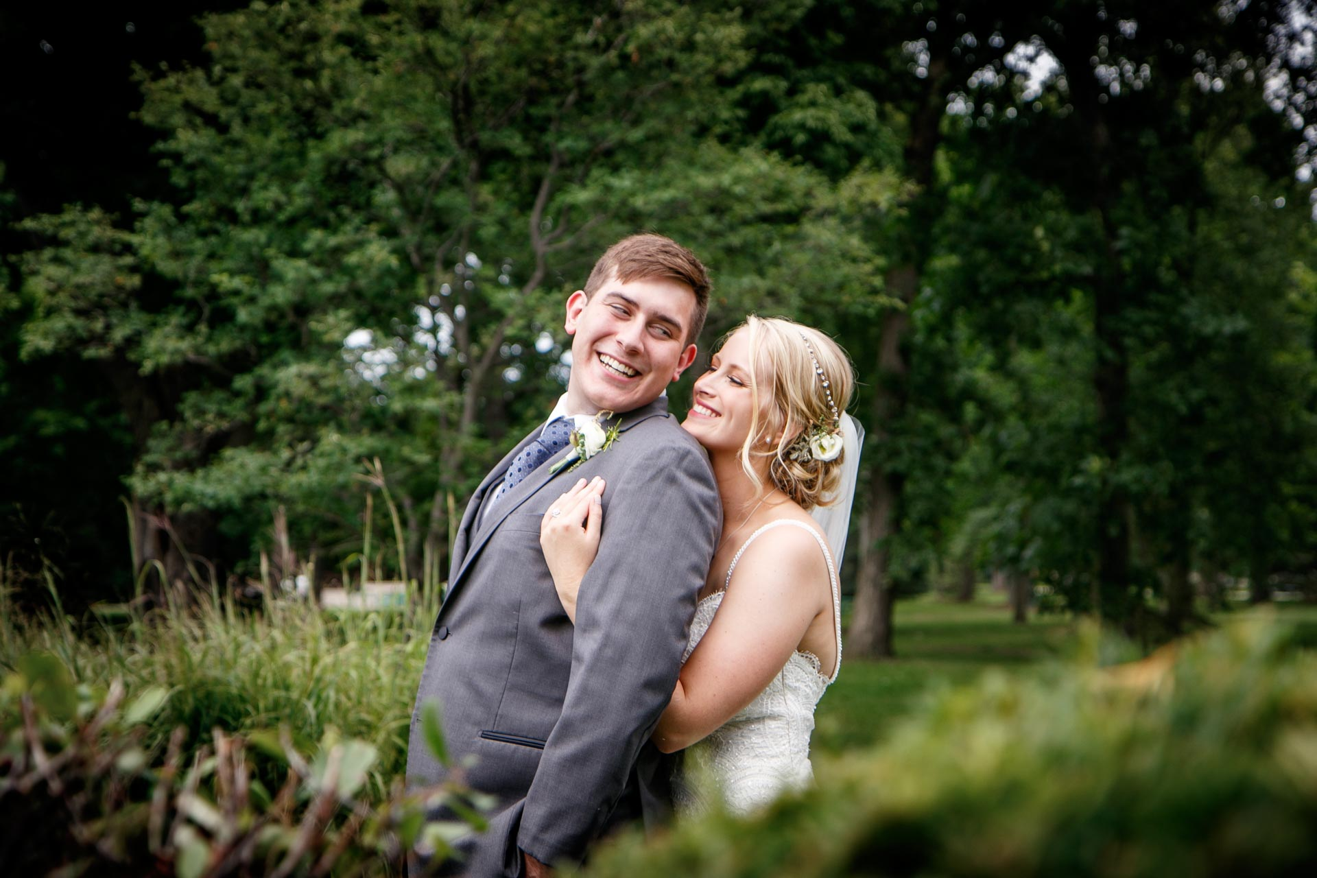 neenah-riverside-park-bride-groom-adam-shea-photography-green-bay-appleton-neenah-photographer-14.jpg