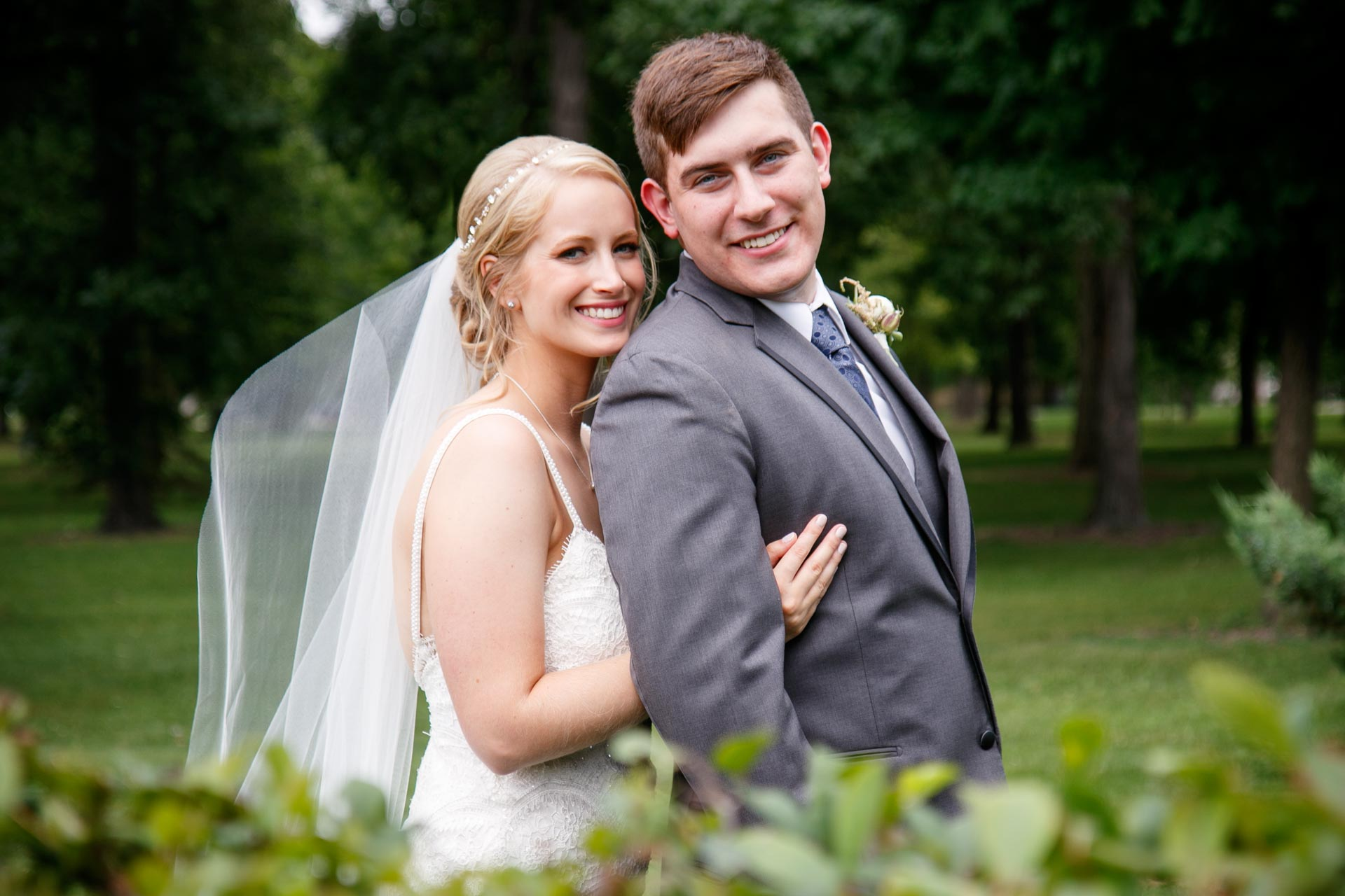 neenah-riverside-park-bride-groom-adam-shea-photography-green-bay-appleton-neenah-photographer-15.jpg
