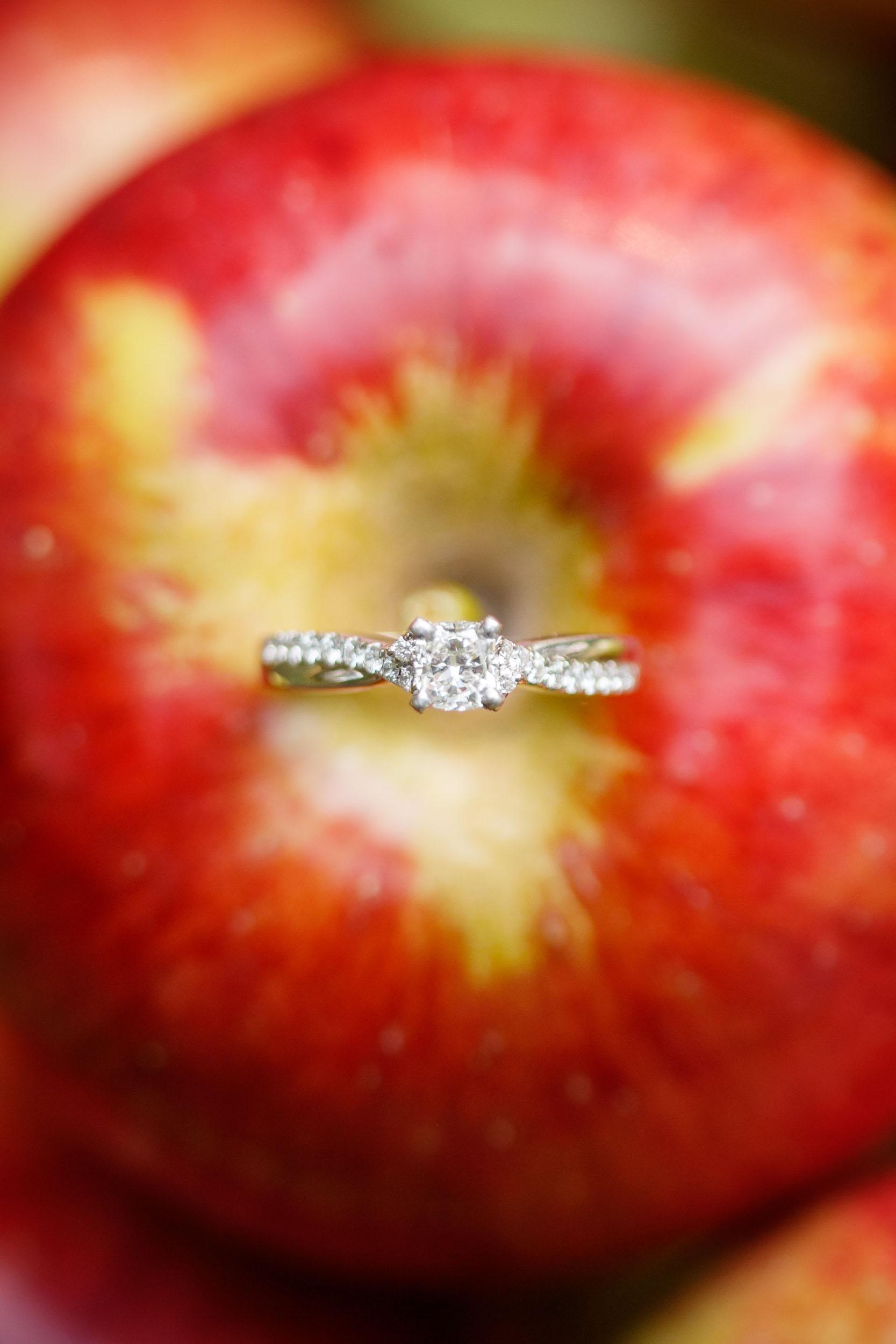 fall-engagement-photos-props--adam-shea-photography-green-bay-appleton-neenah-photographer-16.jpg