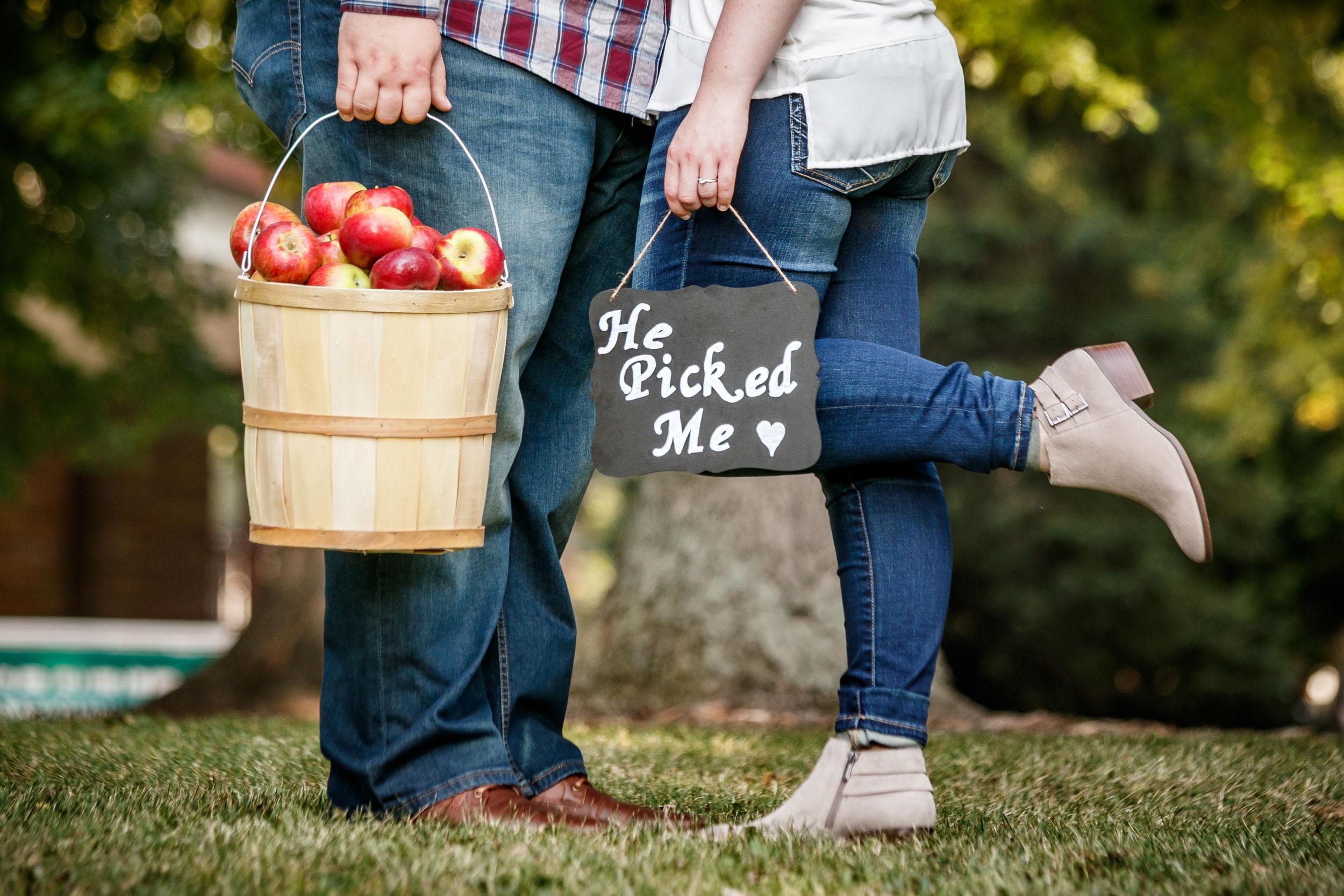 fall-engagement-photos-props--adam-shea-photography-green-bay-appleton-neenah-photographer-17.jpg