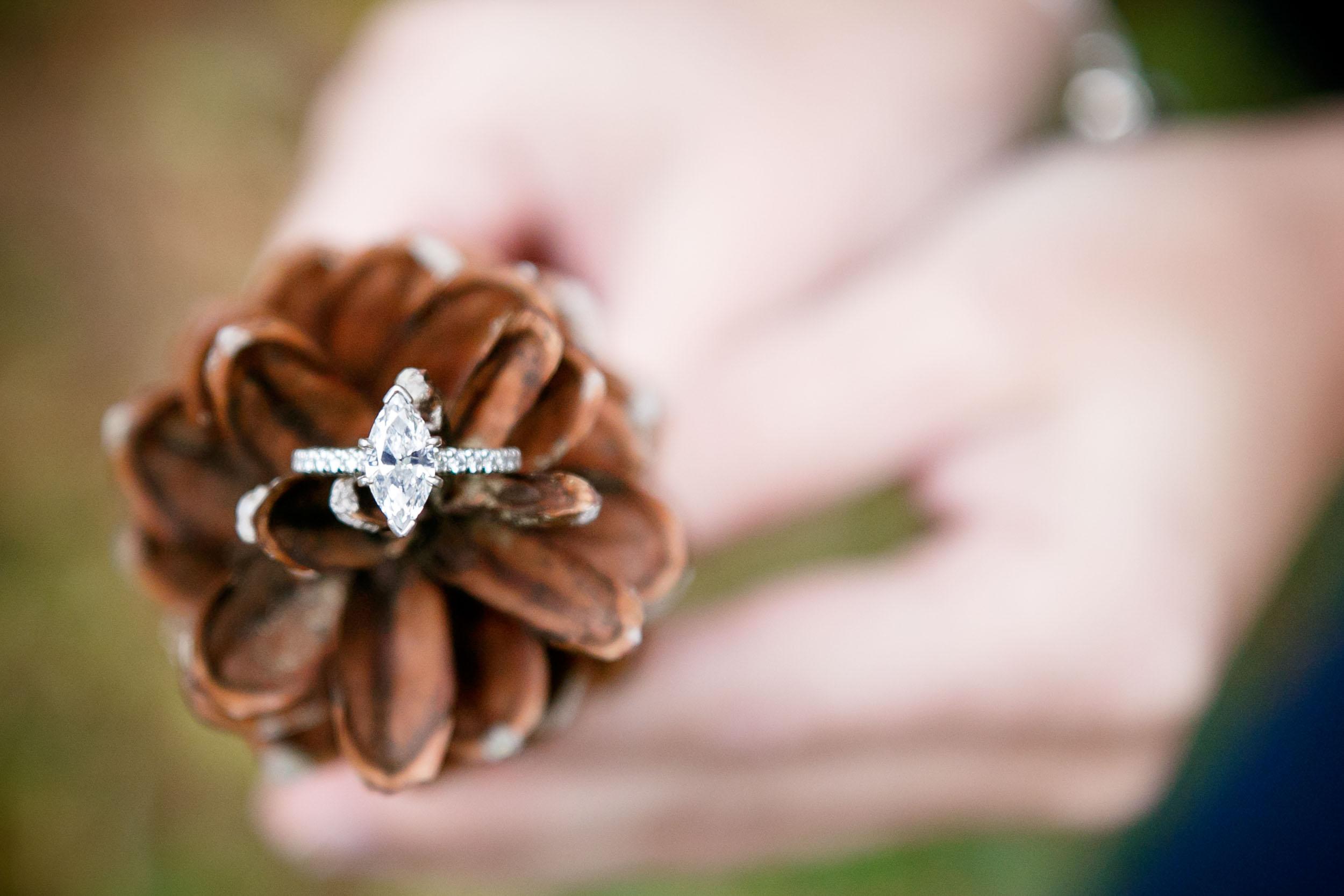 fall-engagement-photos-props--adam-shea-photography-green-bay-appleton-neenah-photographer-7.jpg