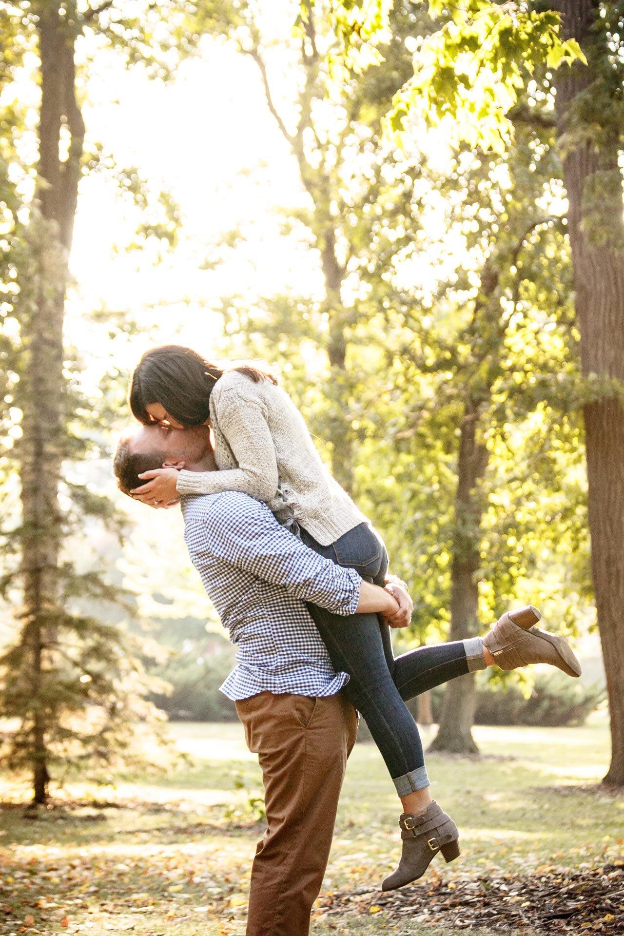 adam-shea-photography-fall-autumn-lighting-engagement-wedding-photos-adam-shea-photography-green-bay-appleton-neenah-photographer-04.jpg