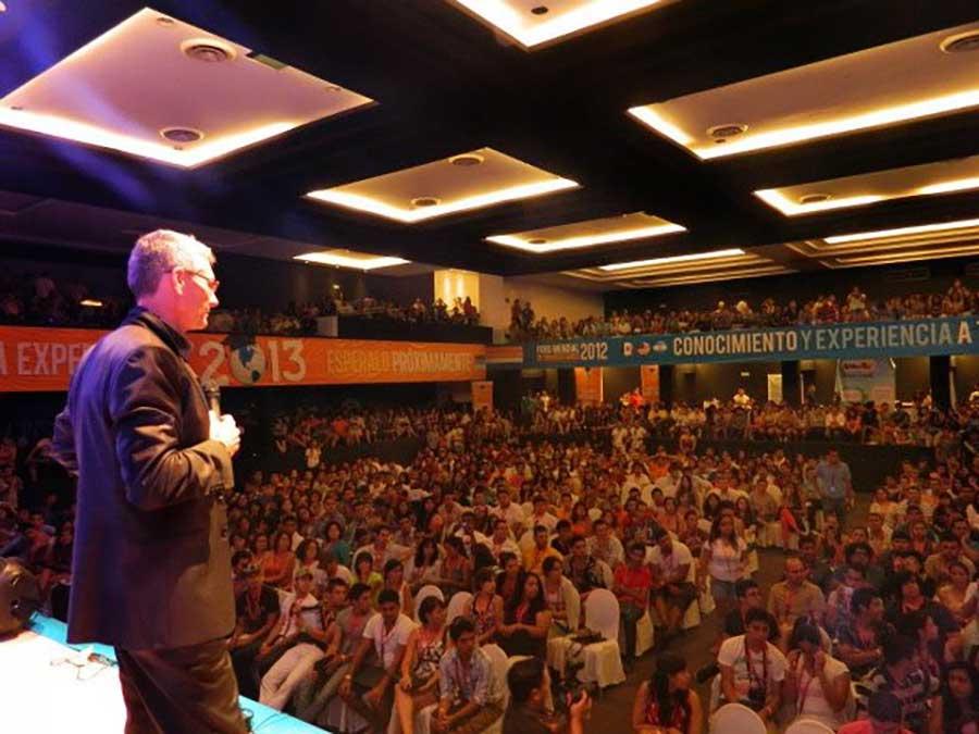 Conferencia-Luis-De-Garrido-I-Congreso-Mundial-de-Estudiantes-de-arquitectura-1200-asistentes-Cancun-Mexico.jpg