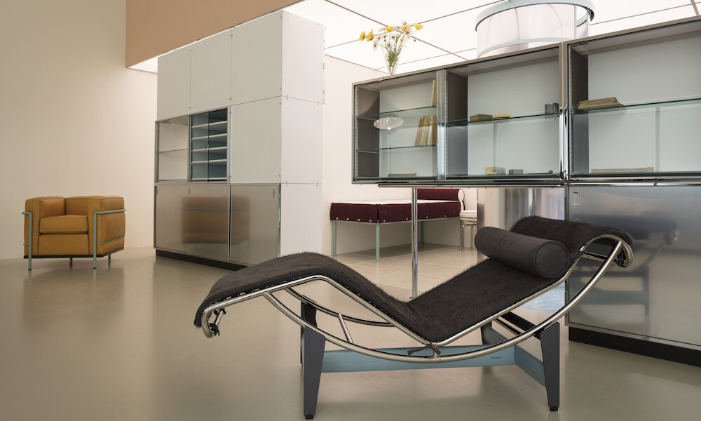 charlotte-perriand-le-corbusier-pierre-jeanneret-un-equipement-interieur-dune-habitation-salon-dautomne-1929_6_1000x600.jpg