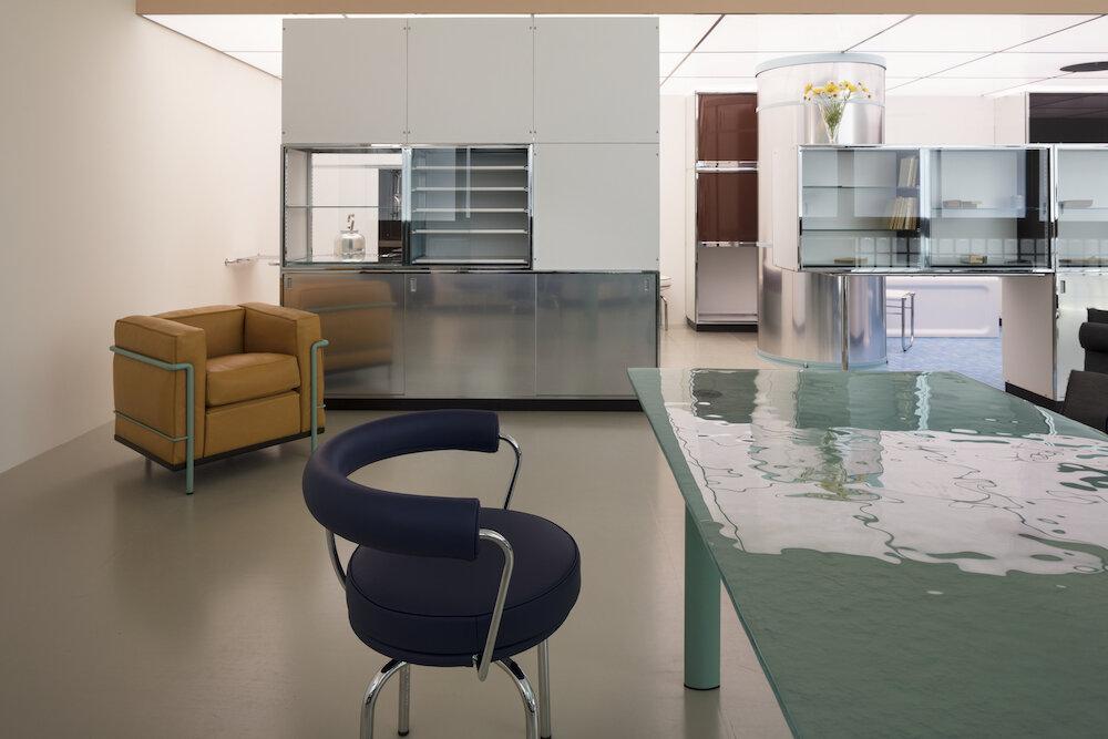 charlotte-perriand-le-corbusier-pierre-jeanneret-un-equipement-interieur-dune-habitation-salon-dautomne-1929_7_1000x600.jpg