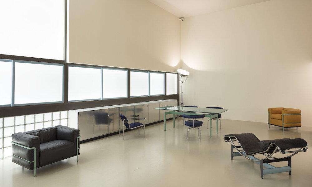charlotte-perriand-le-corbusier-pierre-jeanneret-un-equipement-interieur-dune-habitation-salon-dautomne-1929_8_1000x600.jpg