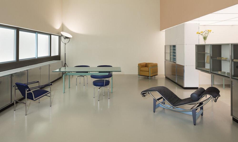 charlotte-perriand-le-corbusier-pierre-jeanneret-un-equipement-interieur-dune-habitation-salon-dautomne-1929_1000x600.jpg