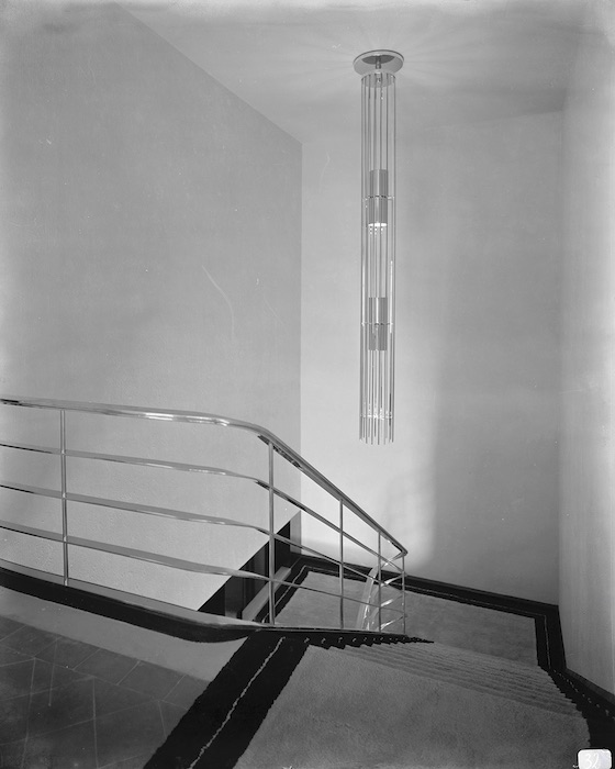 Manik Bagh Palace, Staircase of the grand hall and suspended ceiling light, Eckart Muthesius, ca 1933