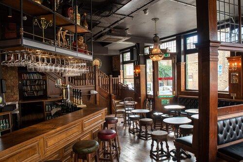 Inside Alpaca pub