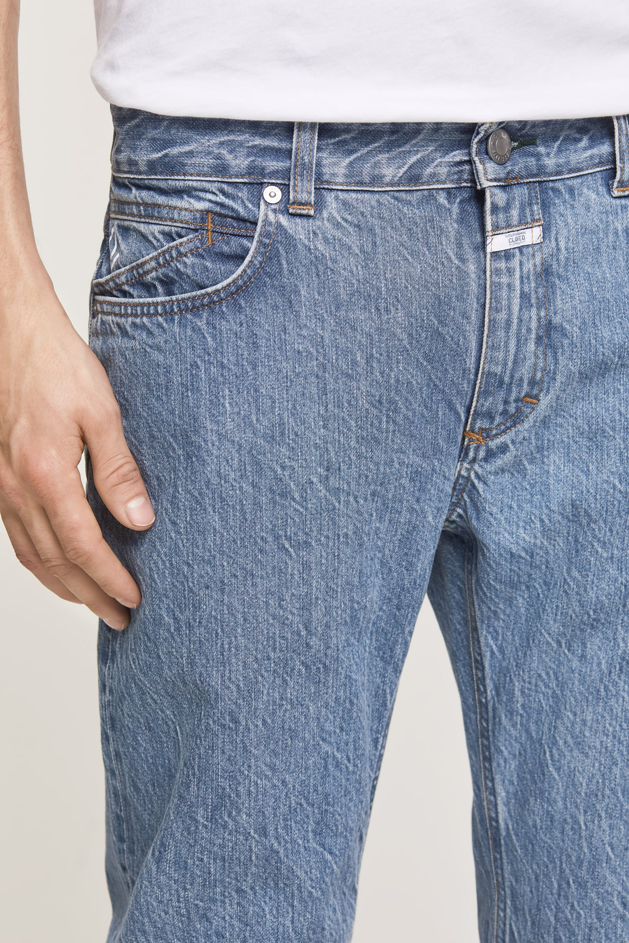 closed-jeans