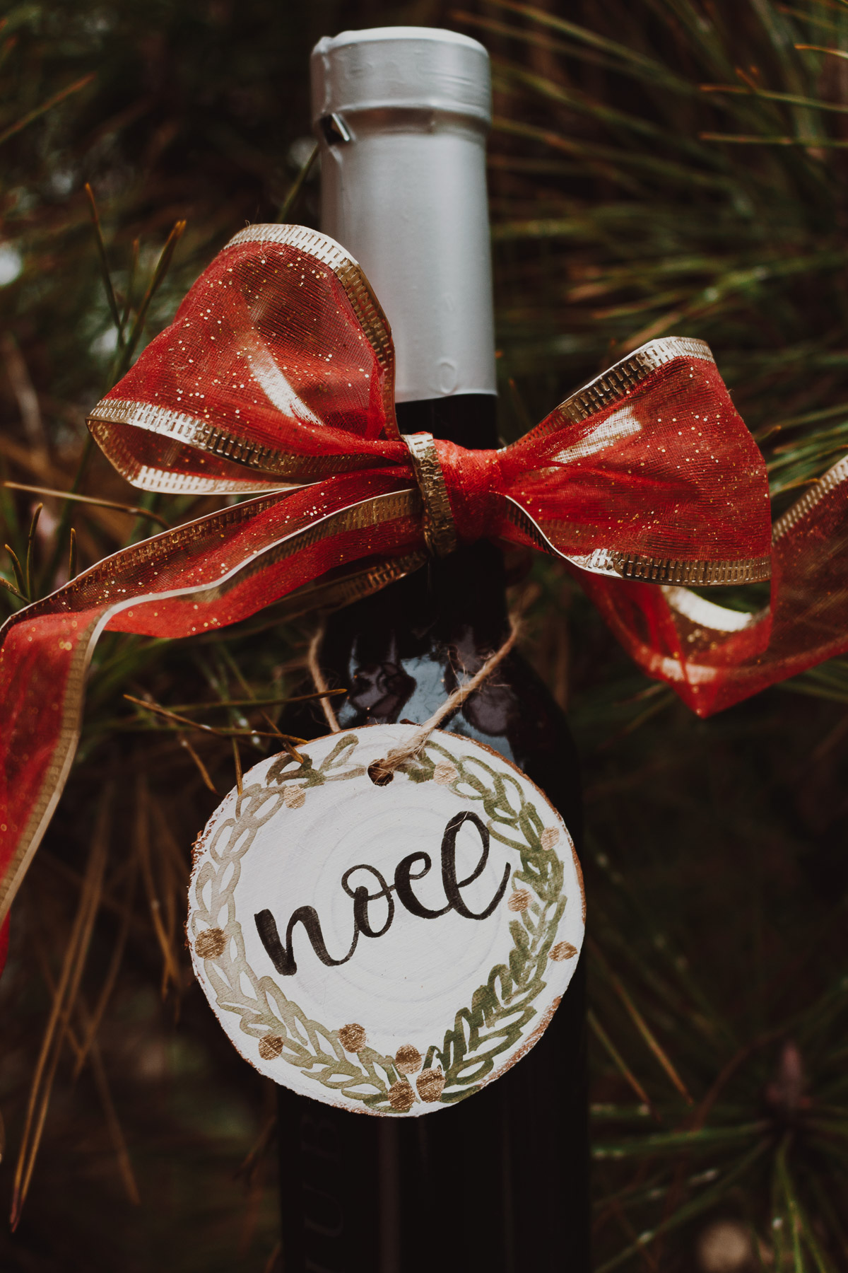 Thank your hostess - Ornament sizes add that extra touch to wine or bottled gifts-- great for hostess gifts!