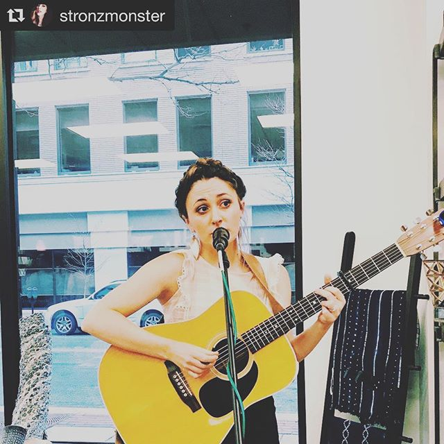 Fun night getting to do an acoustic set at @thefindfw with @photanical_series & @foxseaskin tonight! The creative girl power runs strong in the Fort 💪🏼// #Repost @stronzmonster with @get_repost ・・・ Loved seeing @rosalindandtheway at @thefindfw 😍 #roseallday