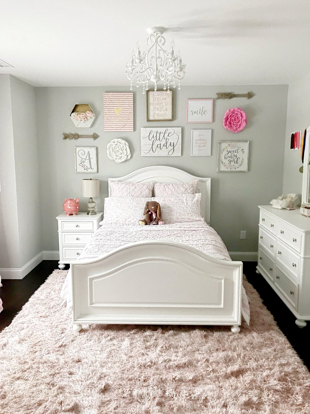 How To Make A Wall Collage Tips For Tackling It With Ease The Decor Formula