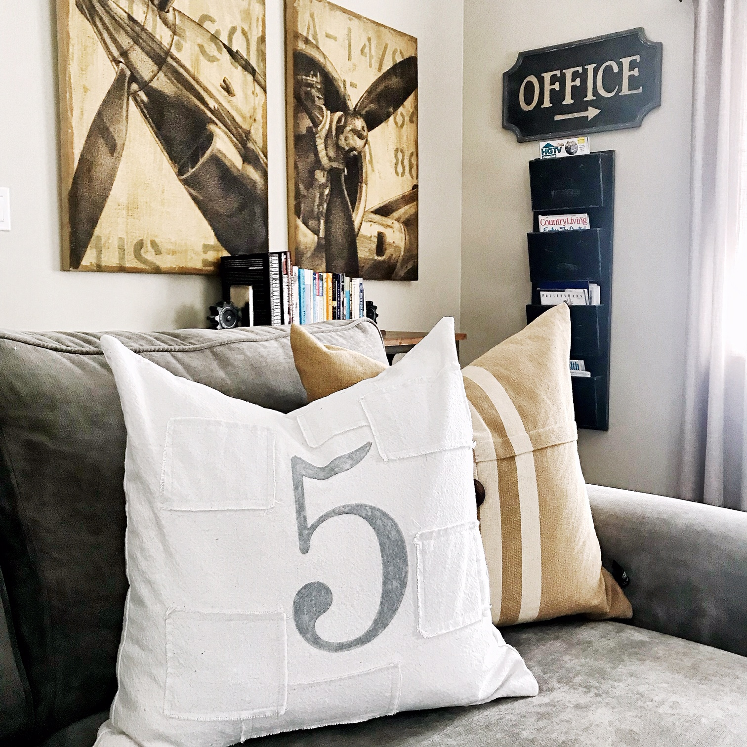 How Many Pillows Pillow Combinations For Beds Couches