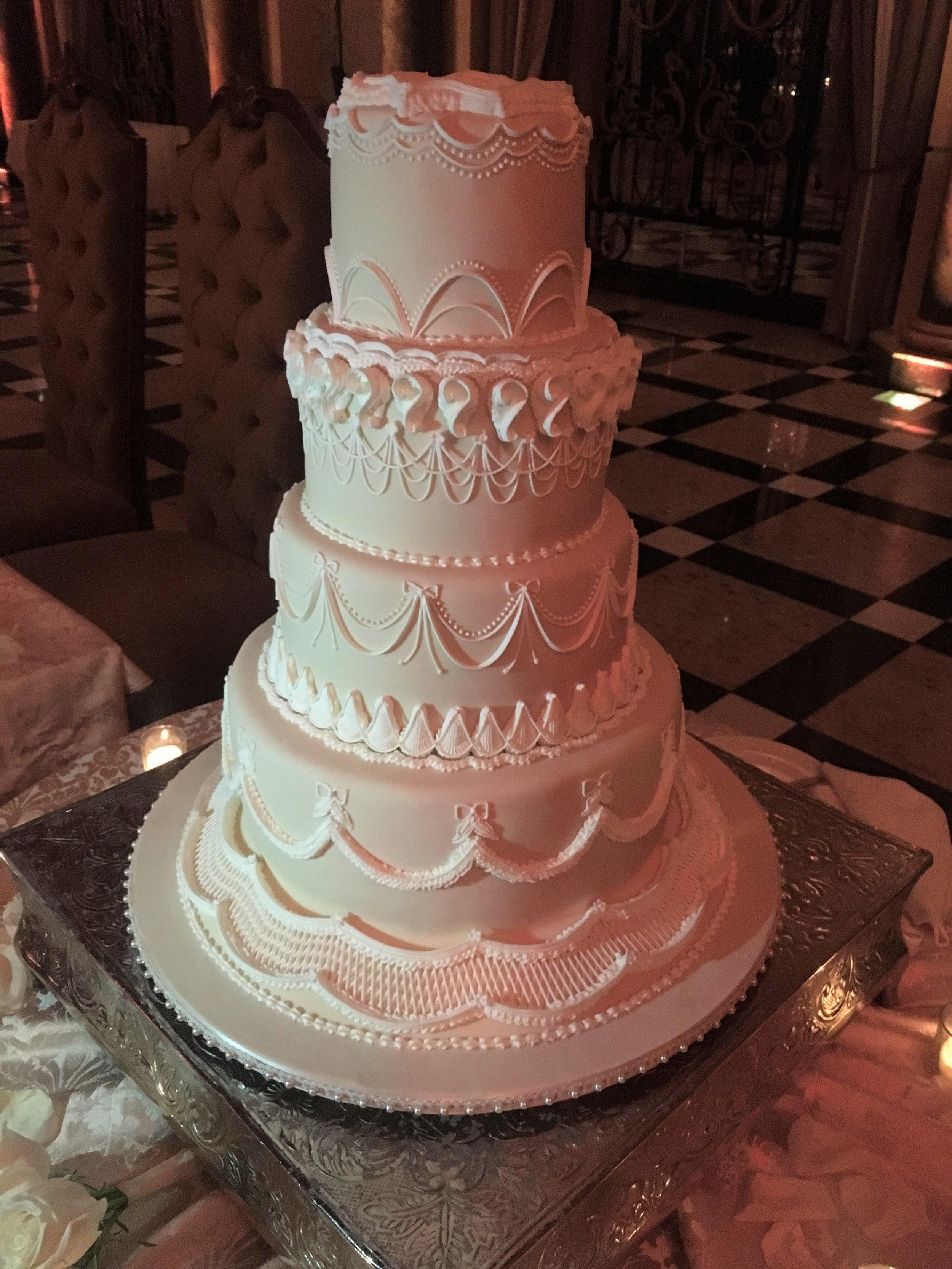 A classic wedding cake
